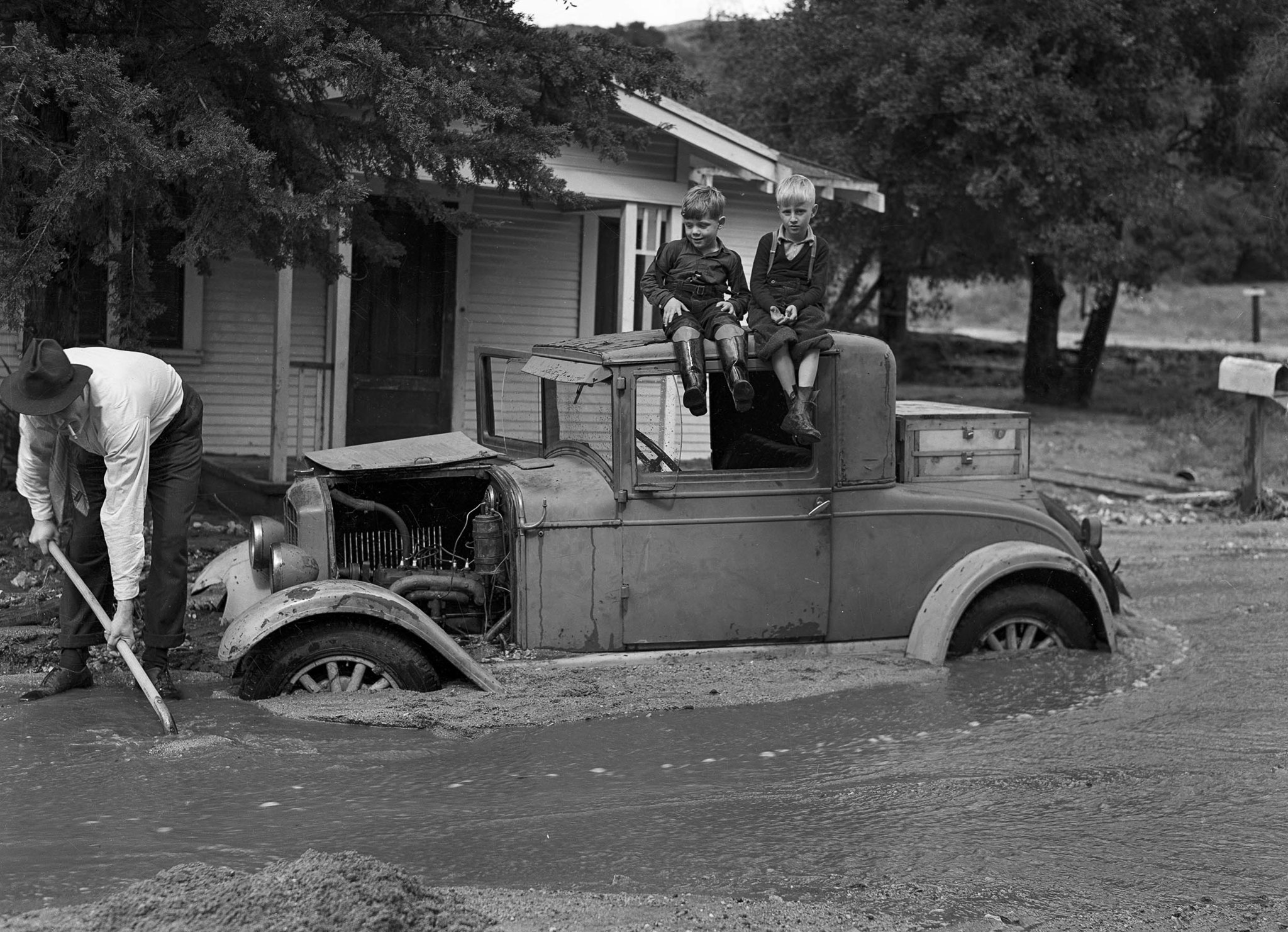 March 3, 1938: William L. Griffin starts to dig out the family car in 1700 block of Fernlane Street