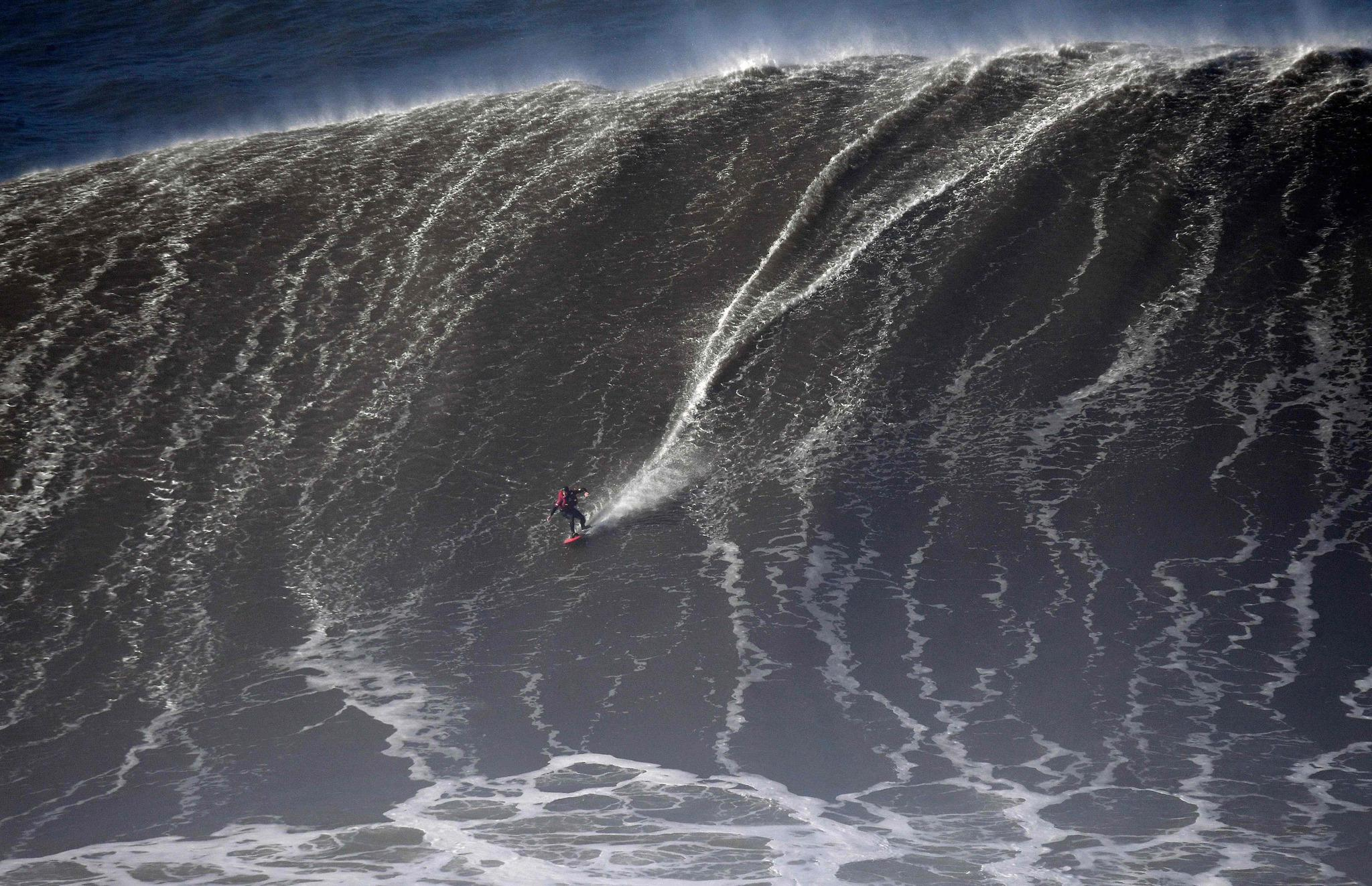 Big Wave Surfing In Portugal Los Angeles Times