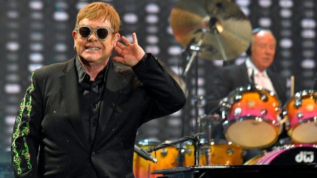 Elton John announces 3...