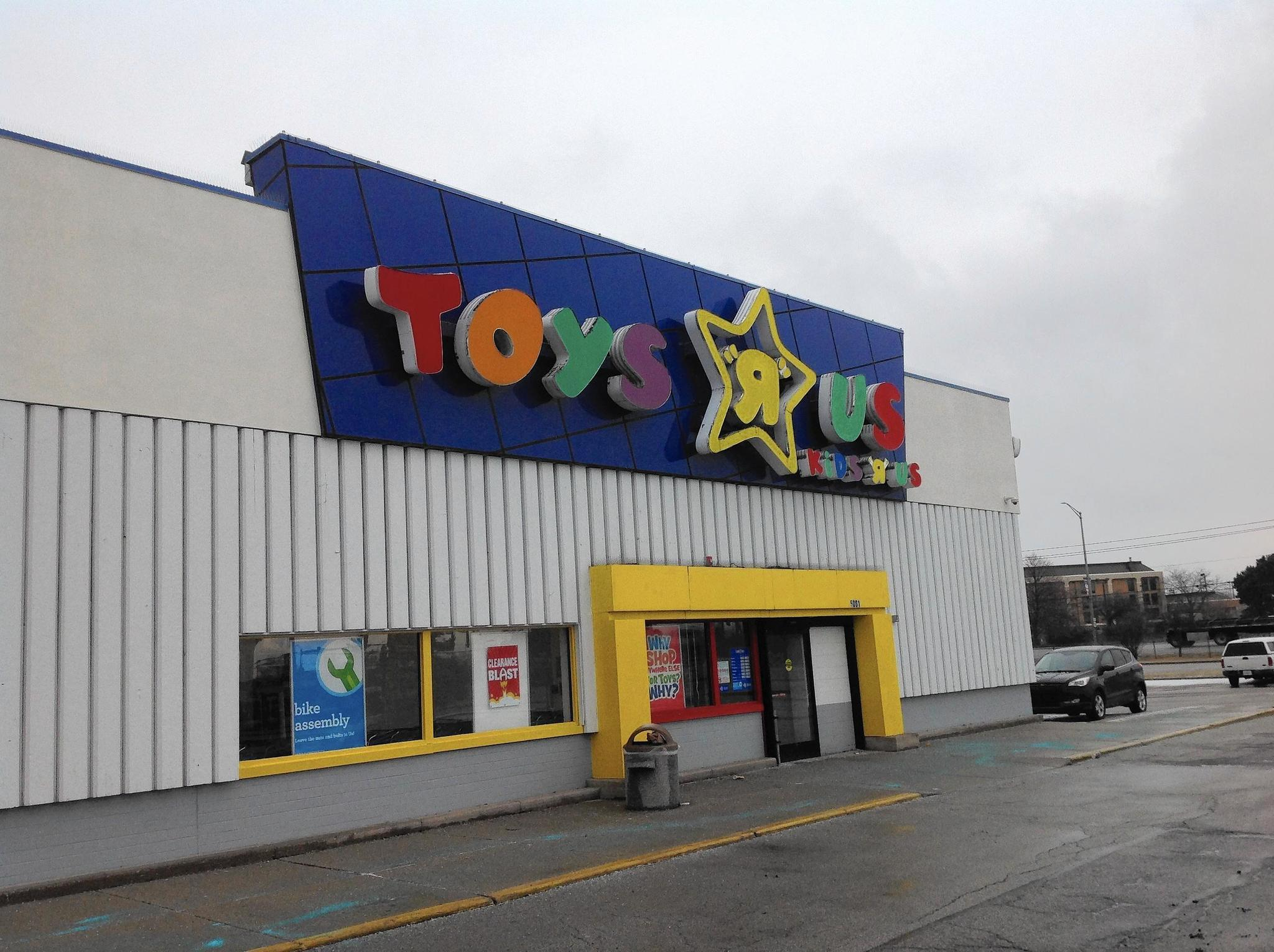 matteson among local toys r us stores slated to close daily southtown. Black Bedroom Furniture Sets. Home Design Ideas