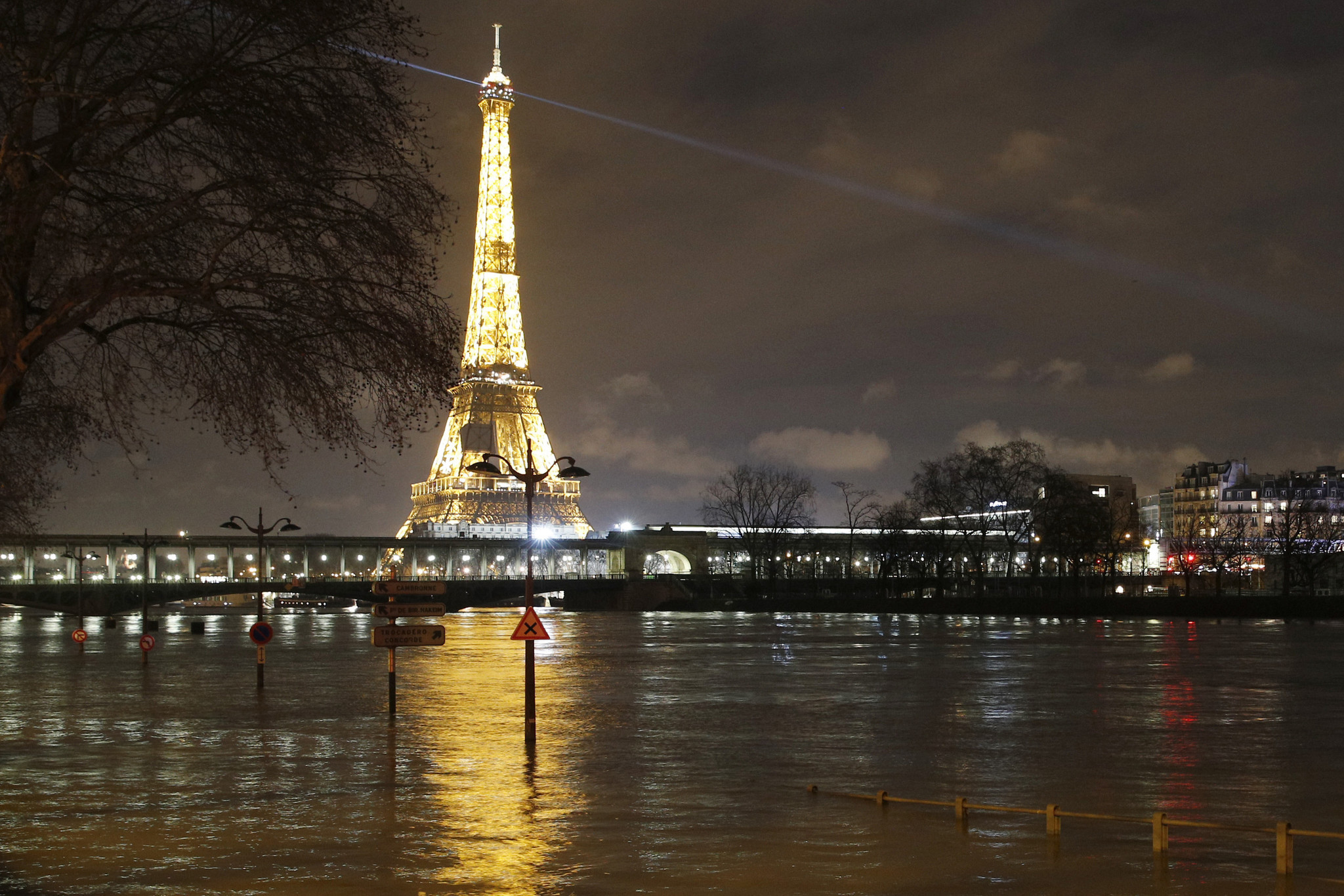 france sees worst rains in 50 years floods peak in paris. Black Bedroom Furniture Sets. Home Design Ideas