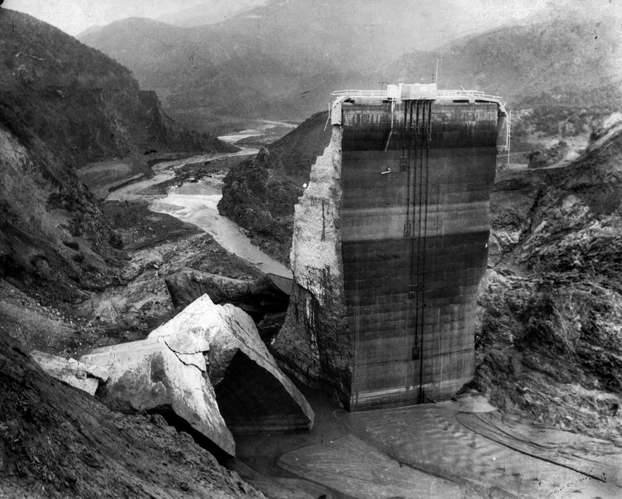 March 1928: Remaining section of St. Francis Dam with crumbled sections at base.