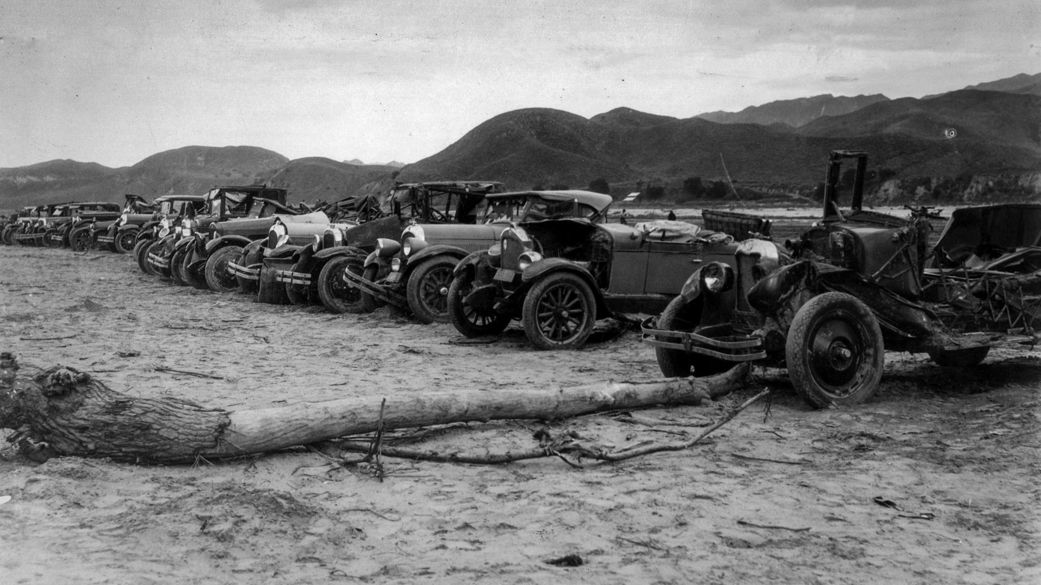 April 1928: Thirty-five automobiles were recoved at Power House No. 2. Nine survivors have claimed t