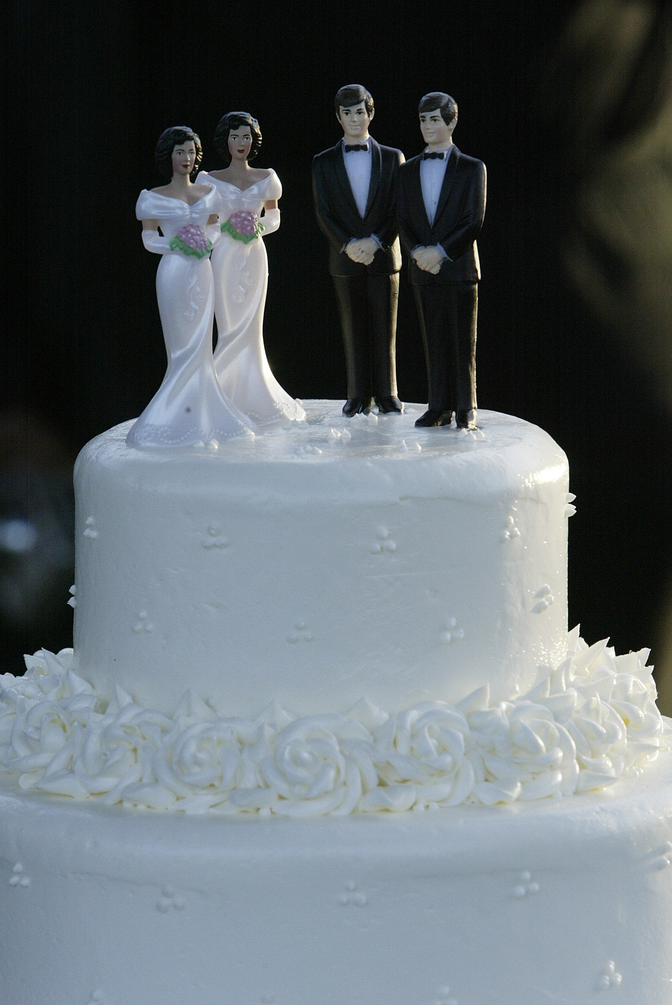 couple wedding cake wedding cake is artistic expression that baker may deny 13016