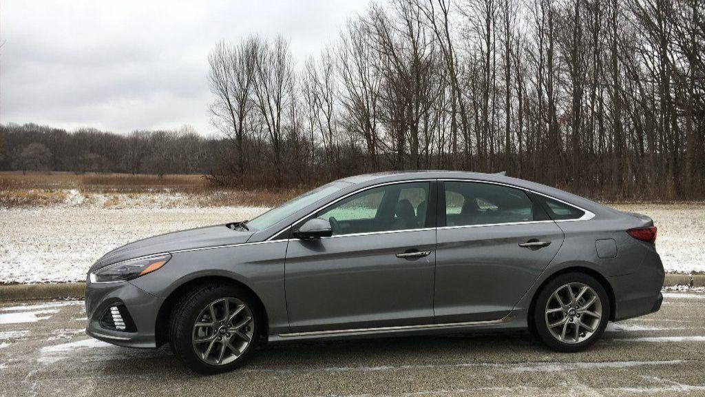 Auto Review 2018 Hyundai Sonata Competes On Value Chicago Tribune