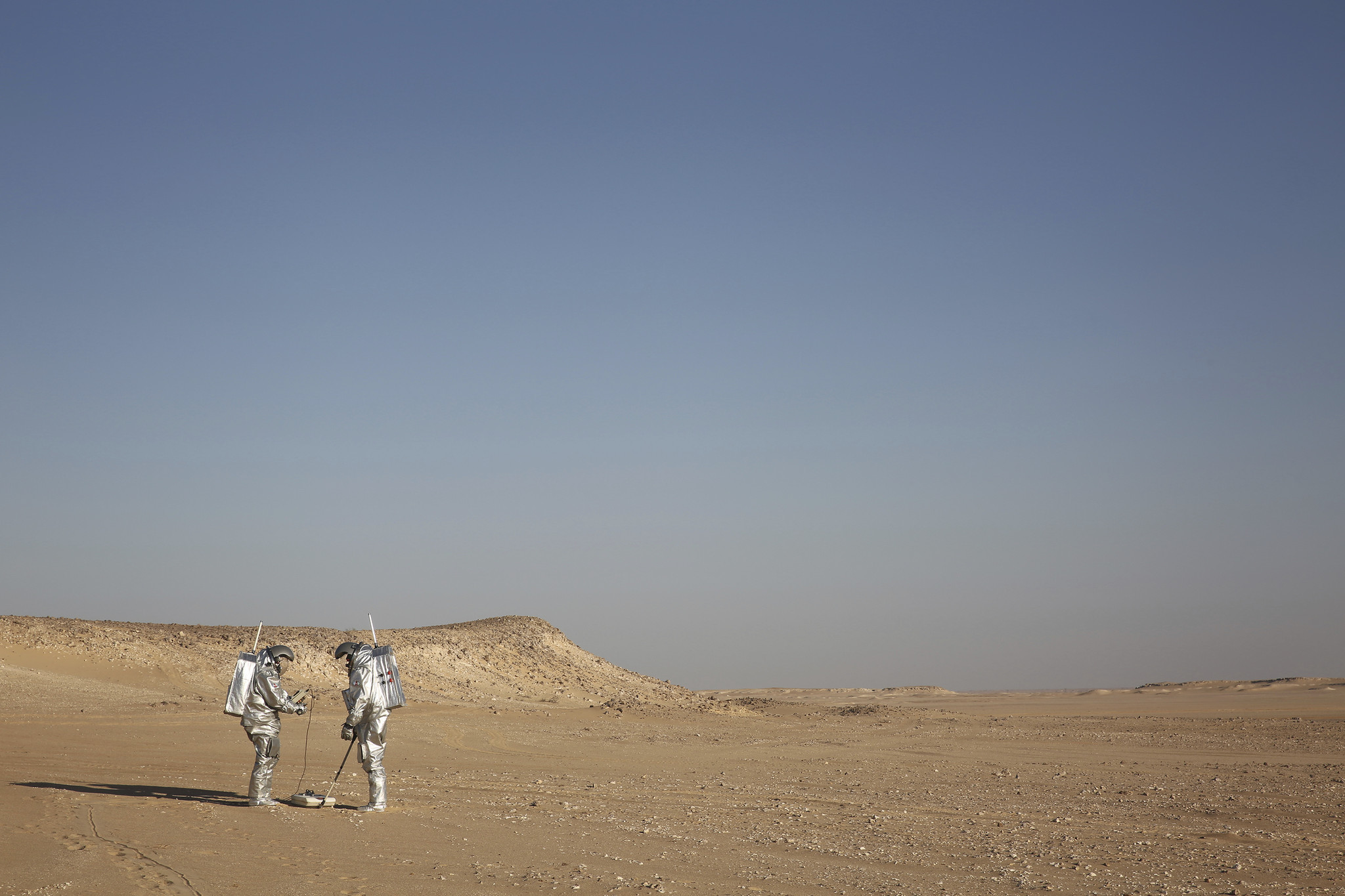 Mars on Earth: Scientists in spacesuits conduct simulation ...