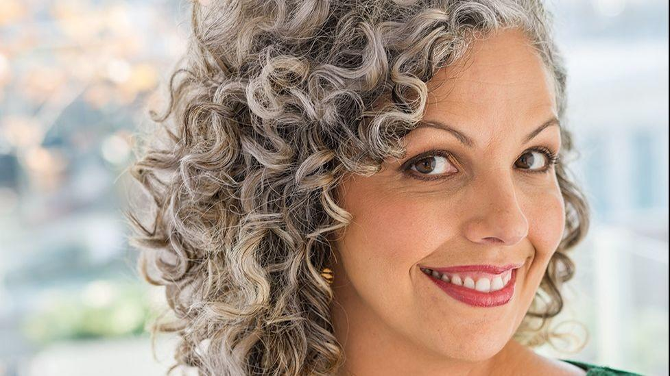 Gray Hair Is Hot Even For 20 Somethings Says Curly Girl Guru