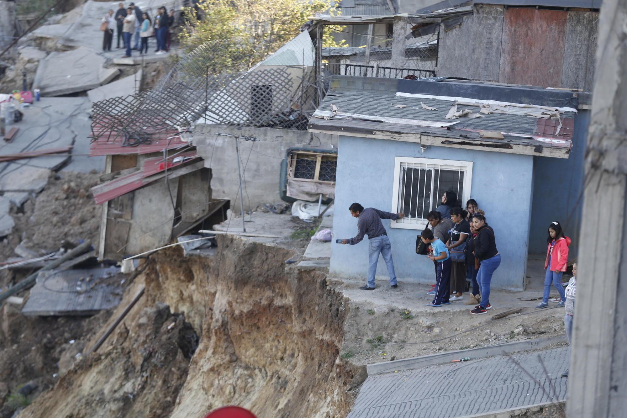 Landslide Destroys 89 Homes In Tijuana S Lomas Del Rubi