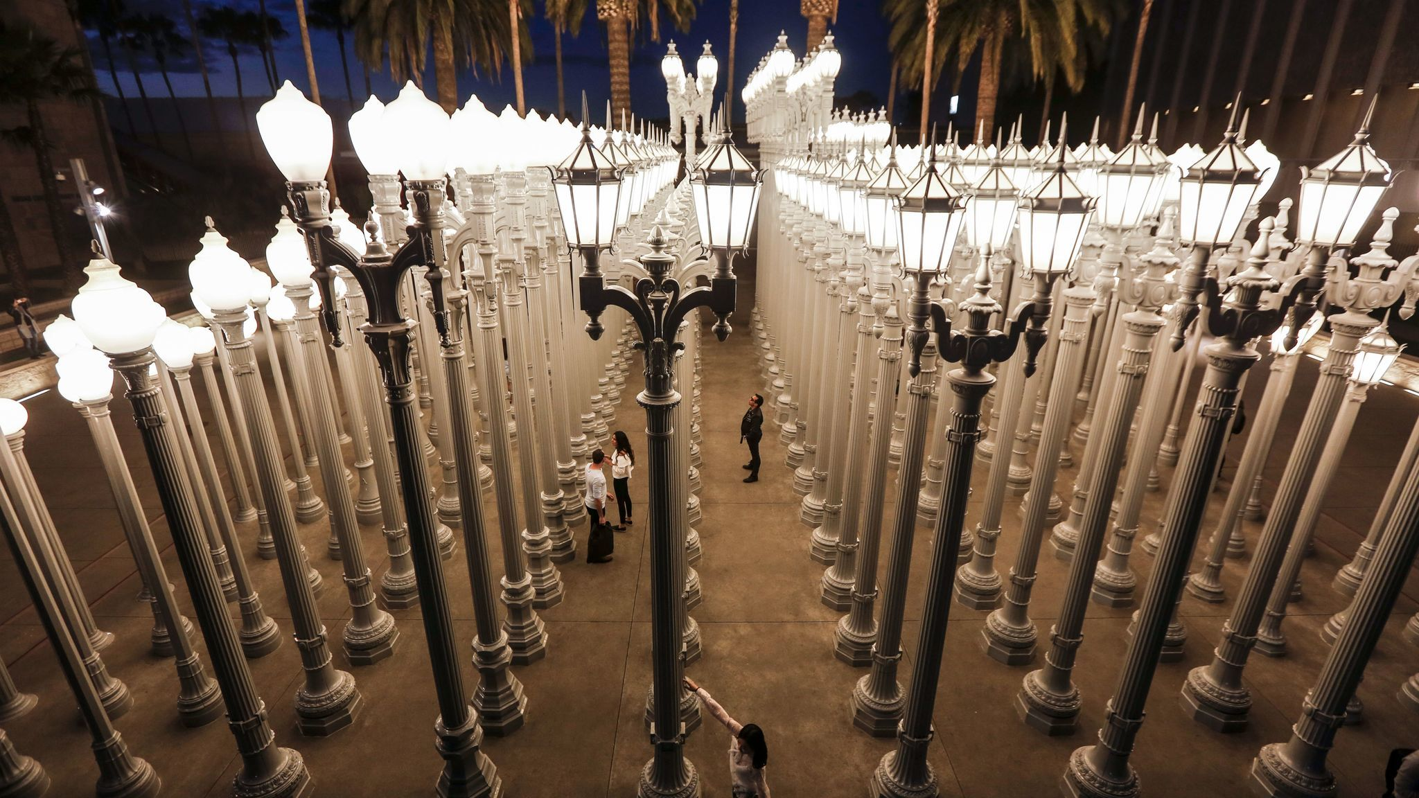 Urban Light Has 202 Street Lamps The Total Number Of Bulbs Is 309 Because Some Lampposts Have Two Globes Maria Alejandra Cardona Los Angeles Times