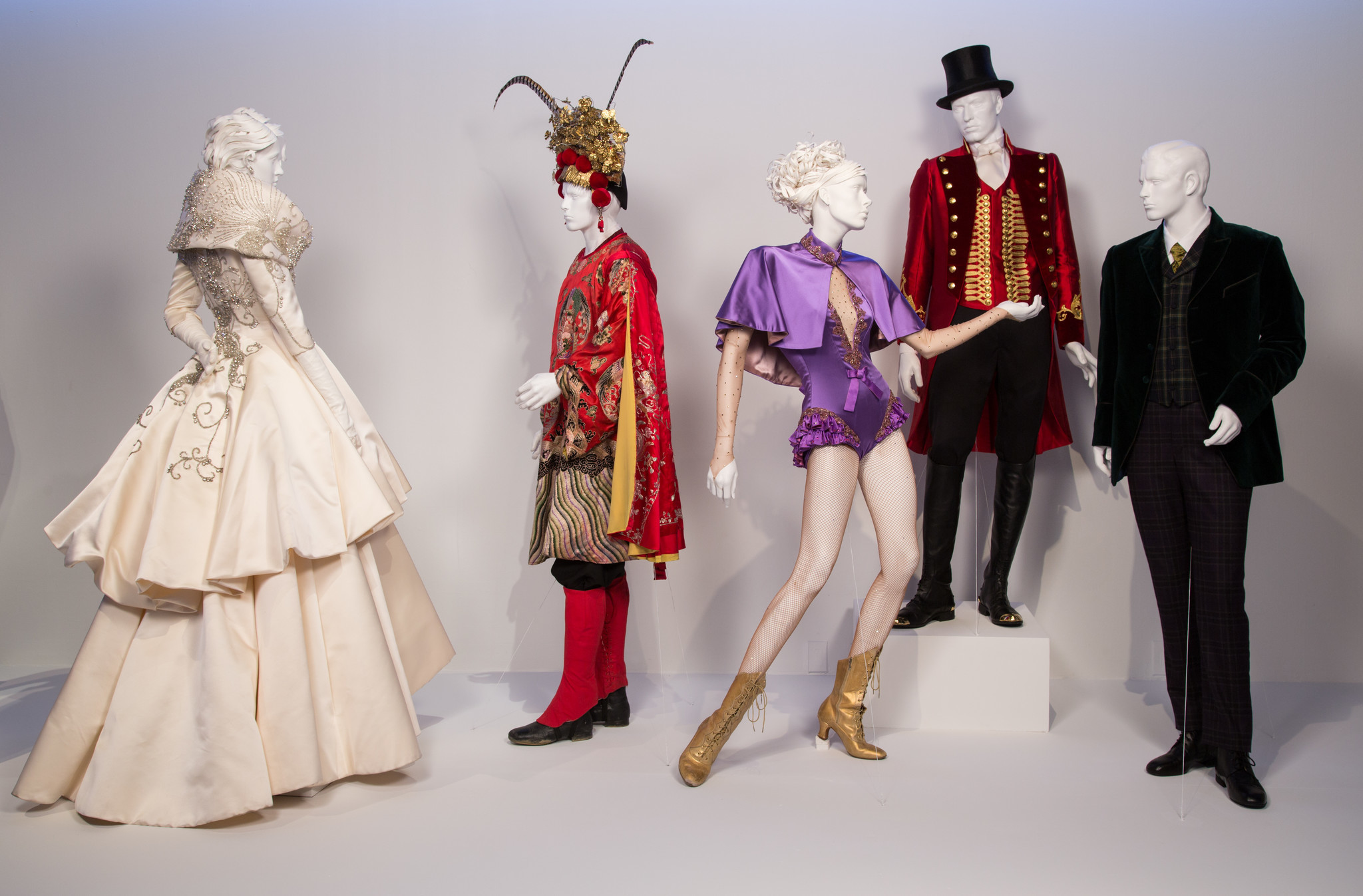 Fidm S Latest Exhibition Of Movie Costumes Gives Visitors