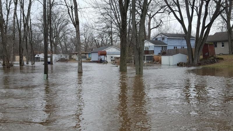 residents ferried to safety as kankakee river levee breaks