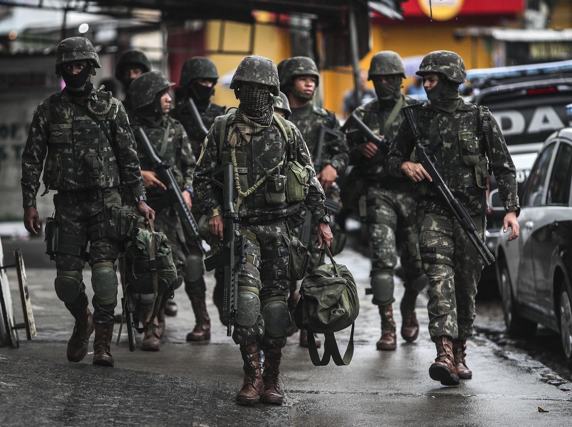 Military controls in Rio de Janeiro against organized crime, Brazil - 23 Feb 2018