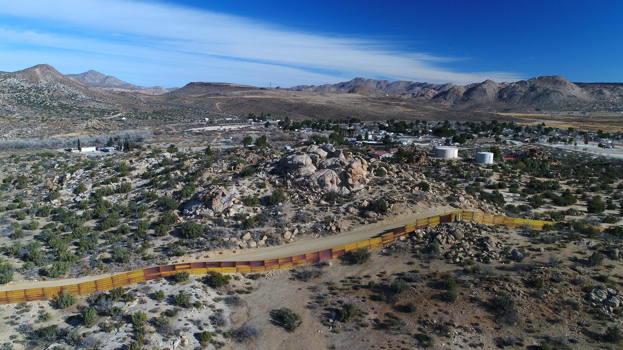 3037122_me_jacumba-border-fence_BRV