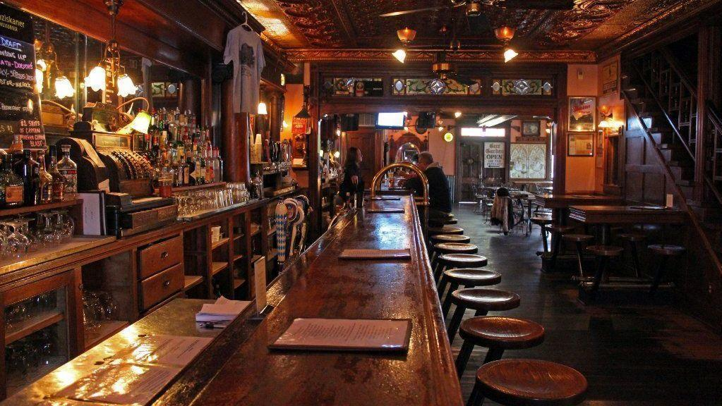 aa85dbebcde27 Milwaukee pours on the old style at these 7 neighborhood taverns - Chicago  Tribune