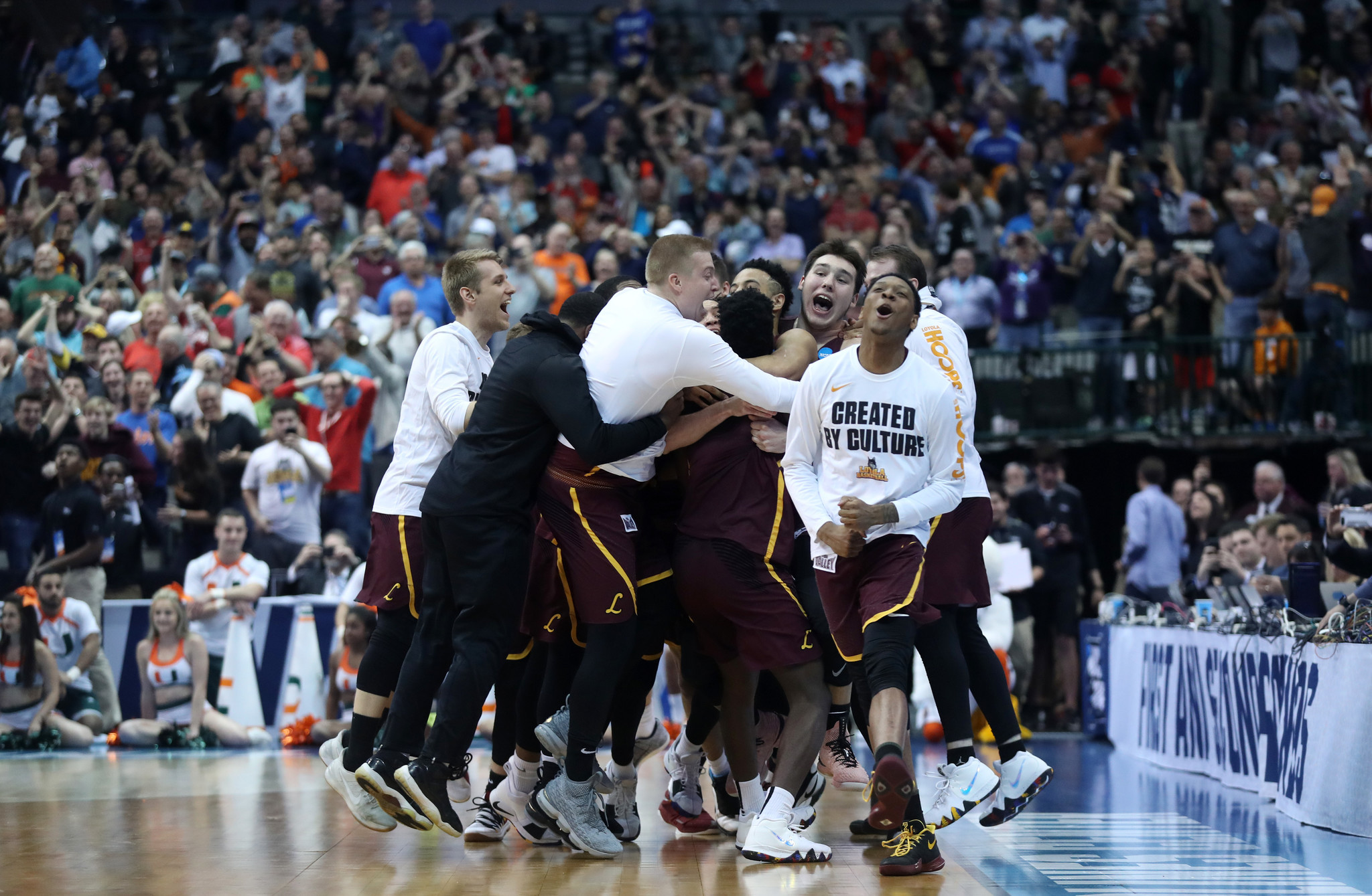 89979a36b6e0 A shot and a prayer  Donte Ingram s last-second game-winner gives Loyola  its March moment - Chicago Tribune