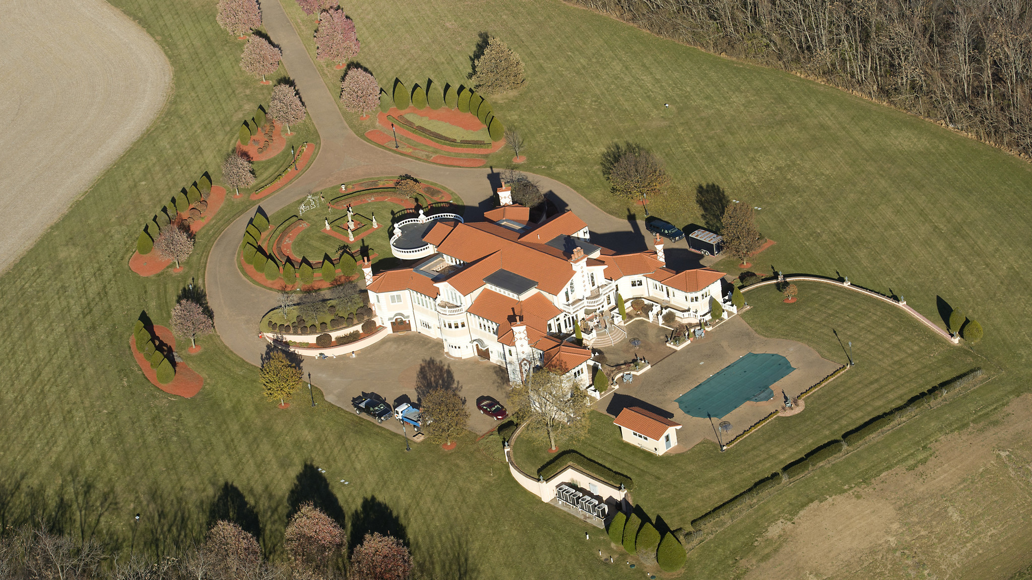 Pennsylvania law allows owners of large homes on sprawling estates to reap lower taxes