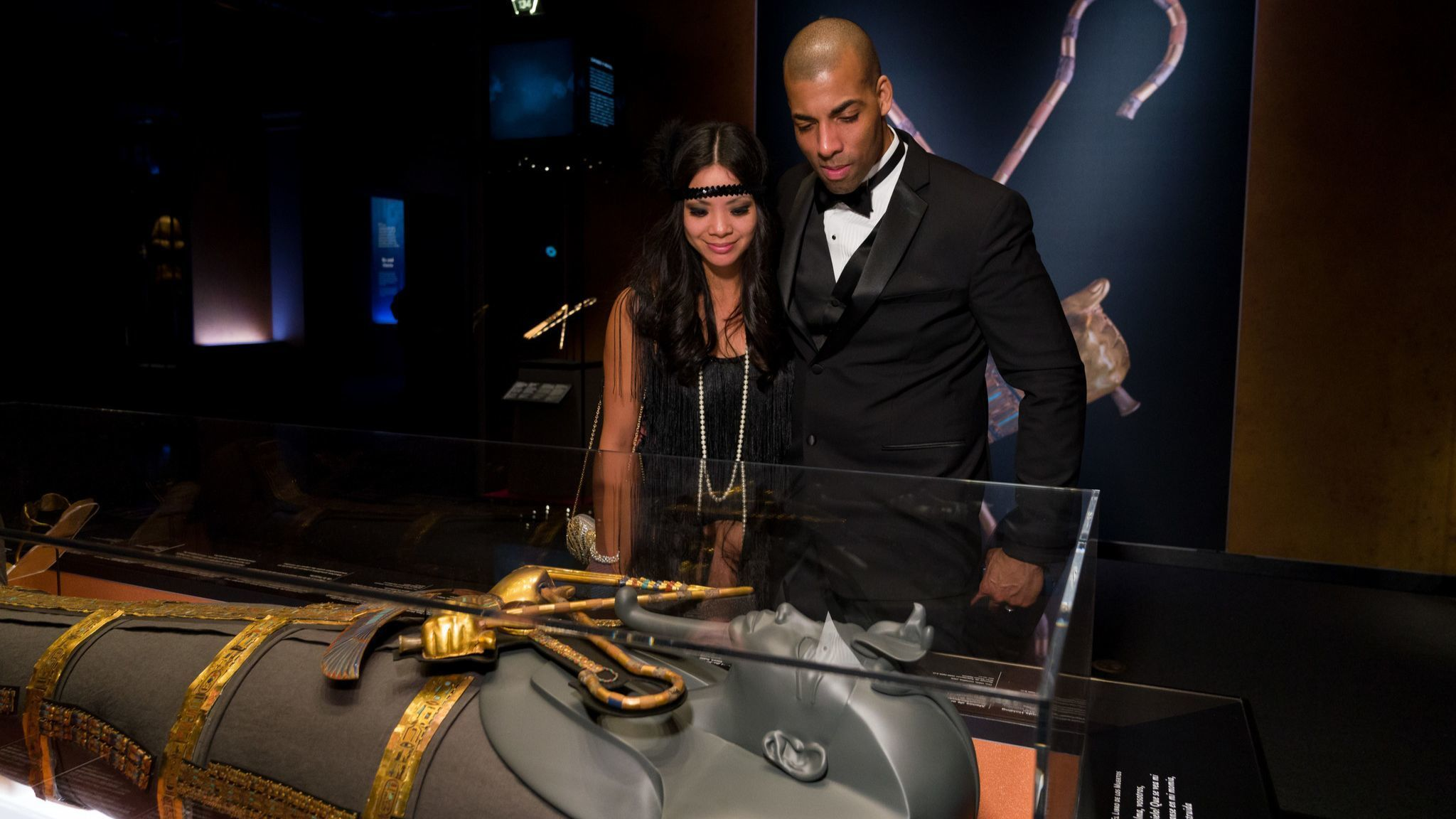 "Gala guest check out the ""King Tut: Treasures of the Golden Pharaoh"" exhibition."