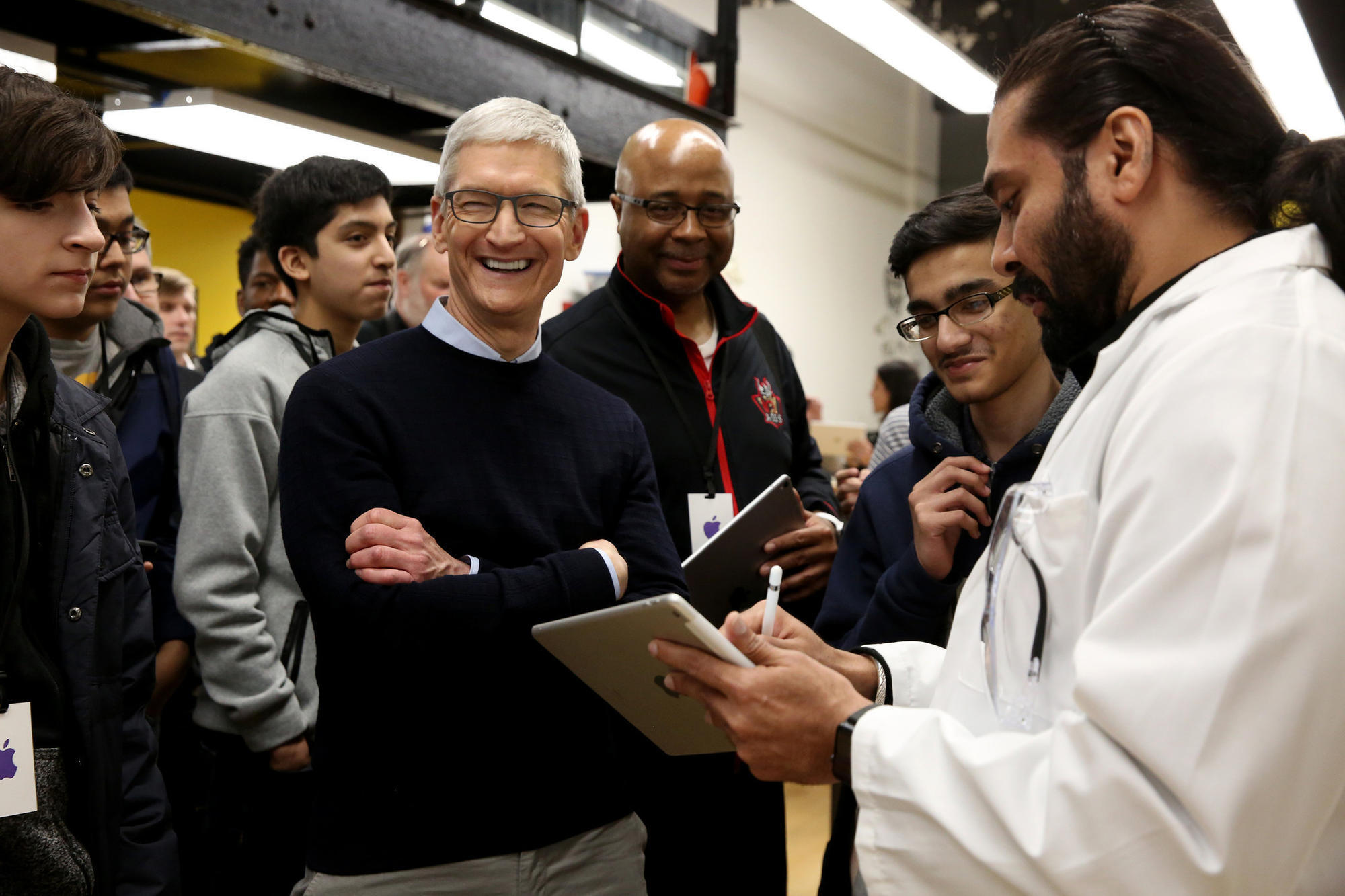 Apple draws tech world's eyes to Chicago's Lane Tech with ...