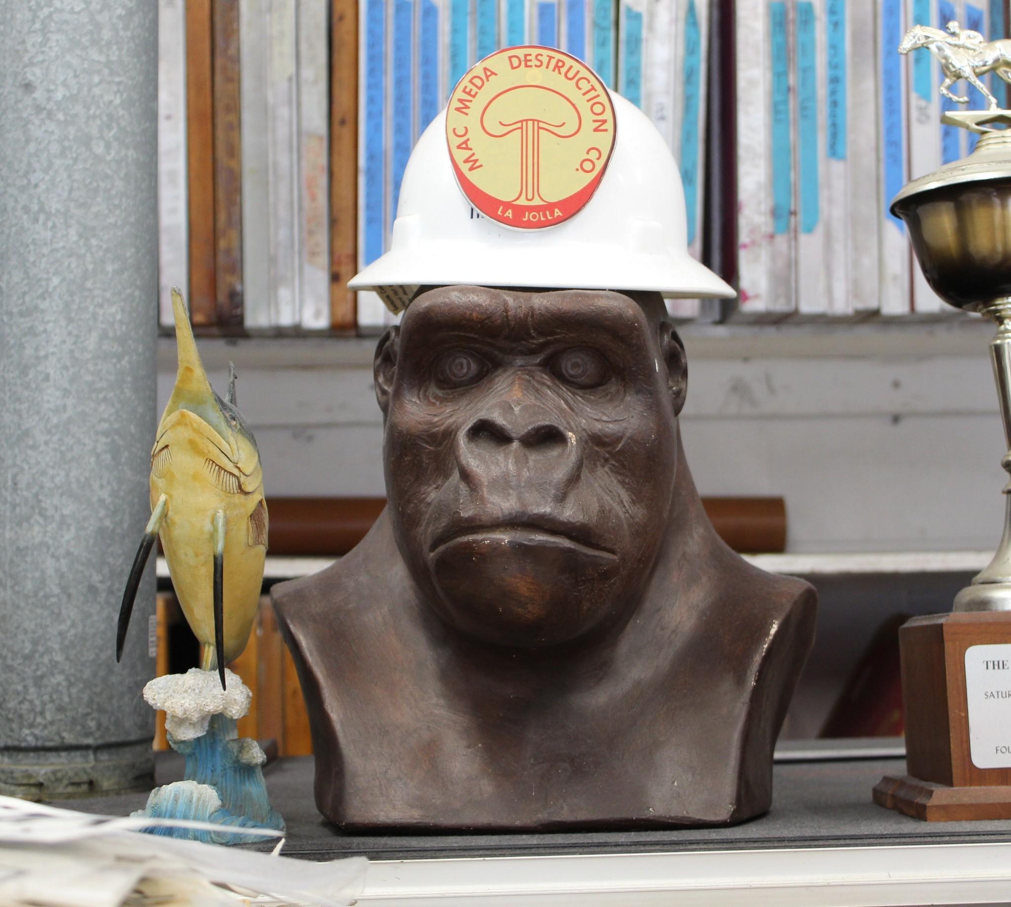A bust of Albert, the leader of Mac Meda.