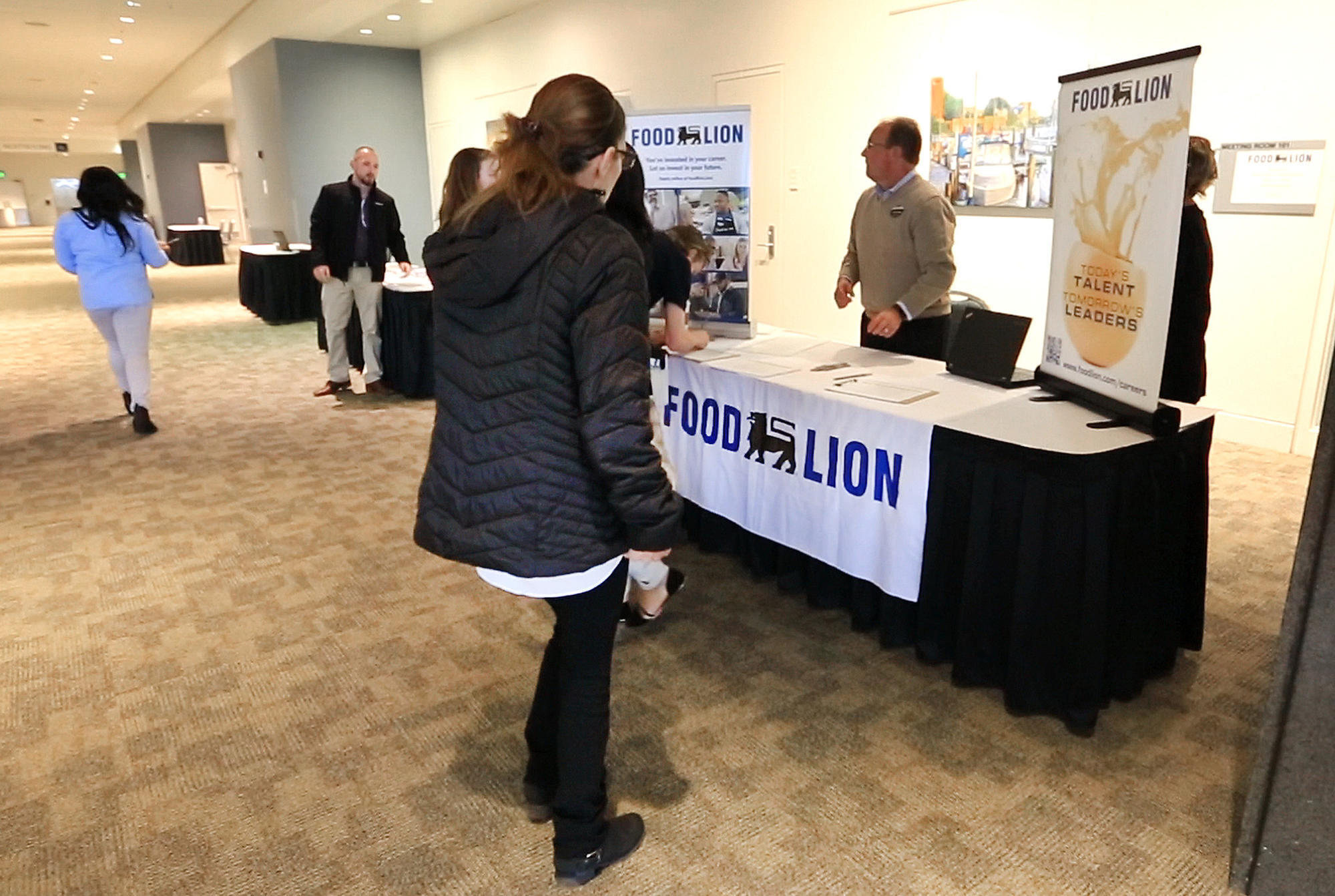 Food Lion Job Fair In Hampton Attracts Roughly 300 Daily Press