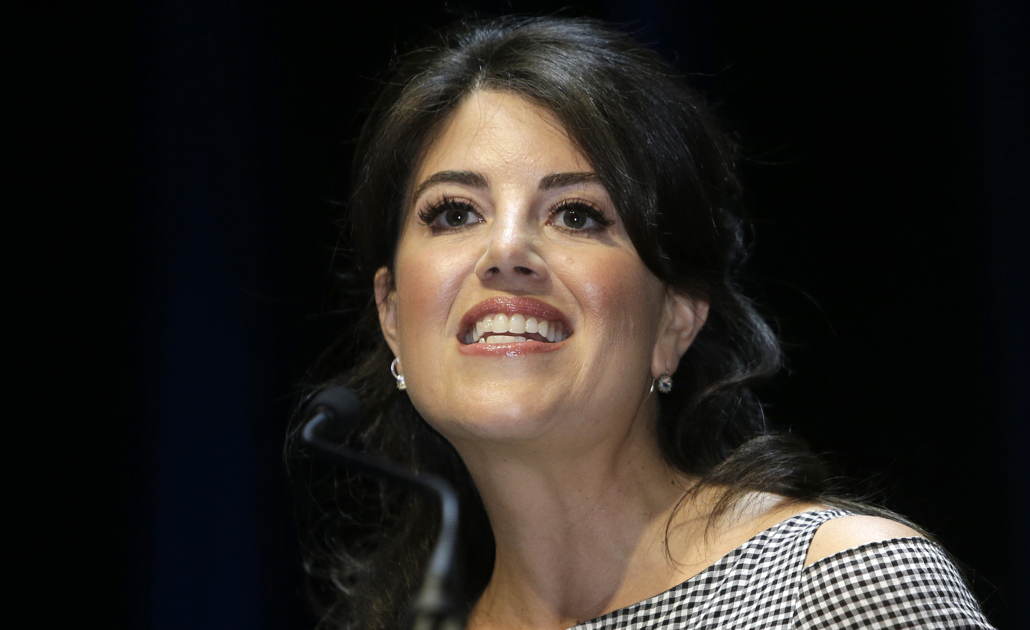 monica-lewinsky-can-breathe-a-sigh-of-relief-two-tv-channels-drop-their-plans-for-clinton-shows-chicago-tribune