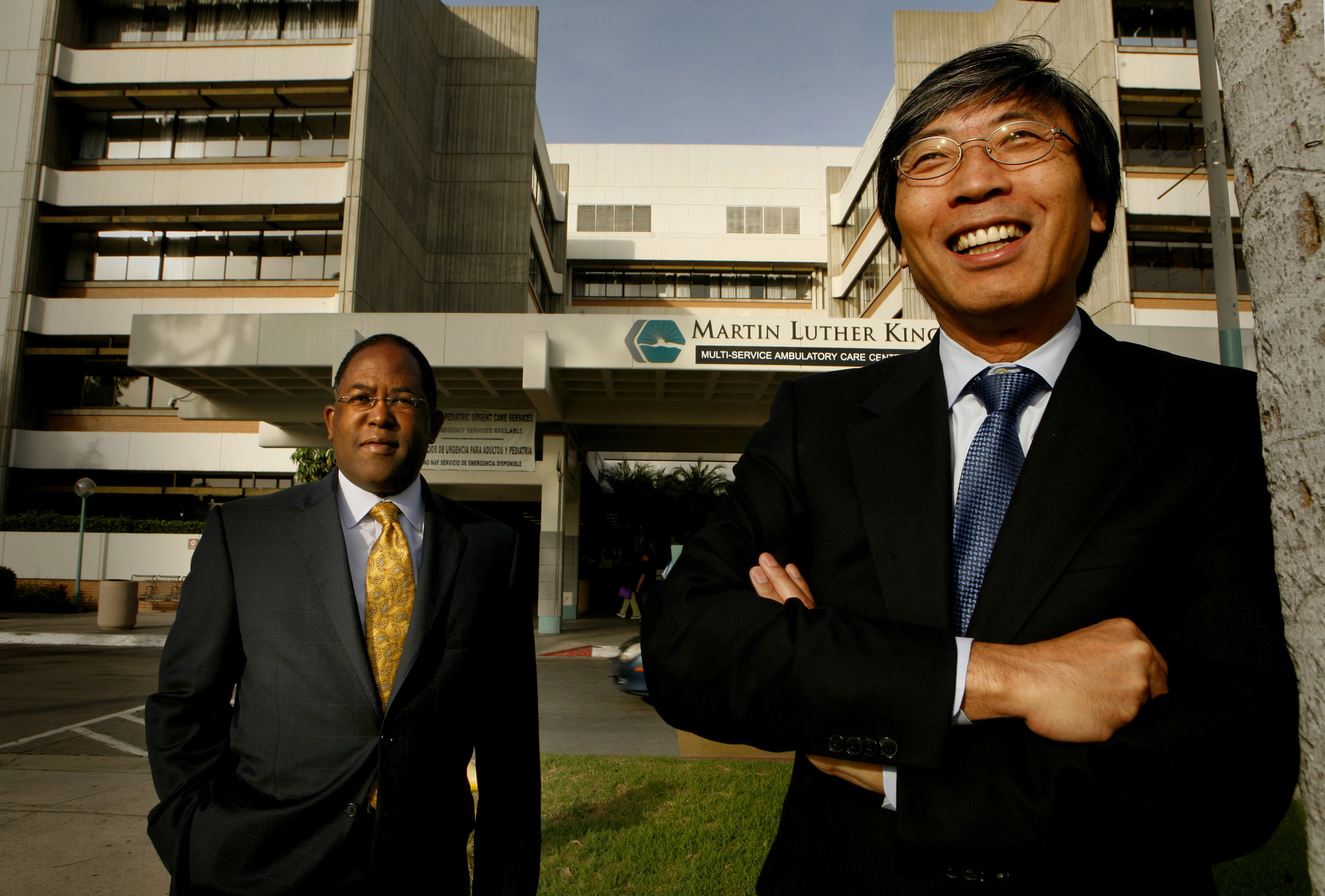 El supervisor Mark Ridley-Thomas y el Dr. Patrick Soon-Shiong