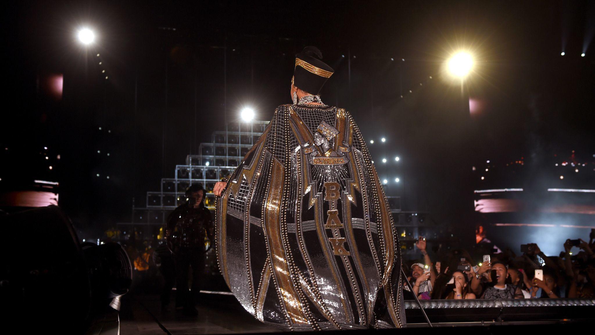 3d000e4b55b0 Beyoncé wears custom Balmain looks for her Coachella thriller - Los ...