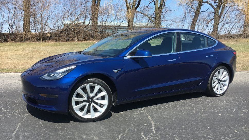 2018 tesla model 3 at a glance chicago tribune. Black Bedroom Furniture Sets. Home Design Ideas