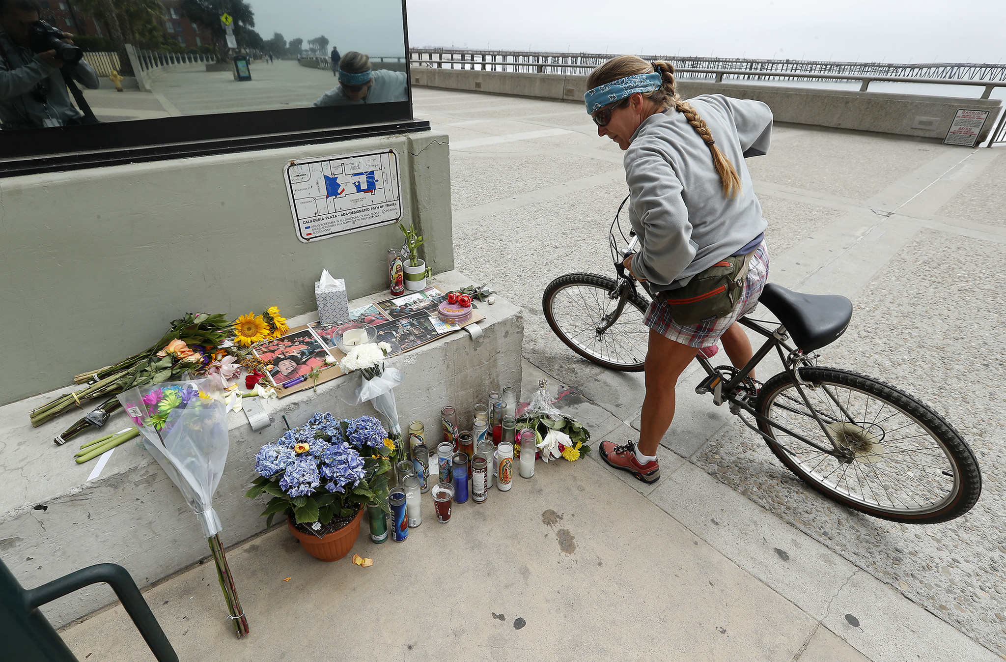 VENTURA, CA-APRIL 23, 2018: Alicia Carman of Ventura looks at a memorial outside of Aloha Steakhous