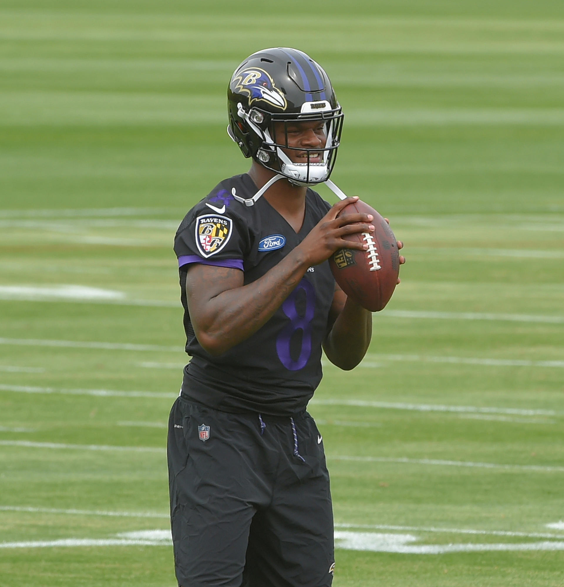 buy online e8861 f4ee0 All eyes on rookie QB Lamar Jackson, who shows a little of ...
