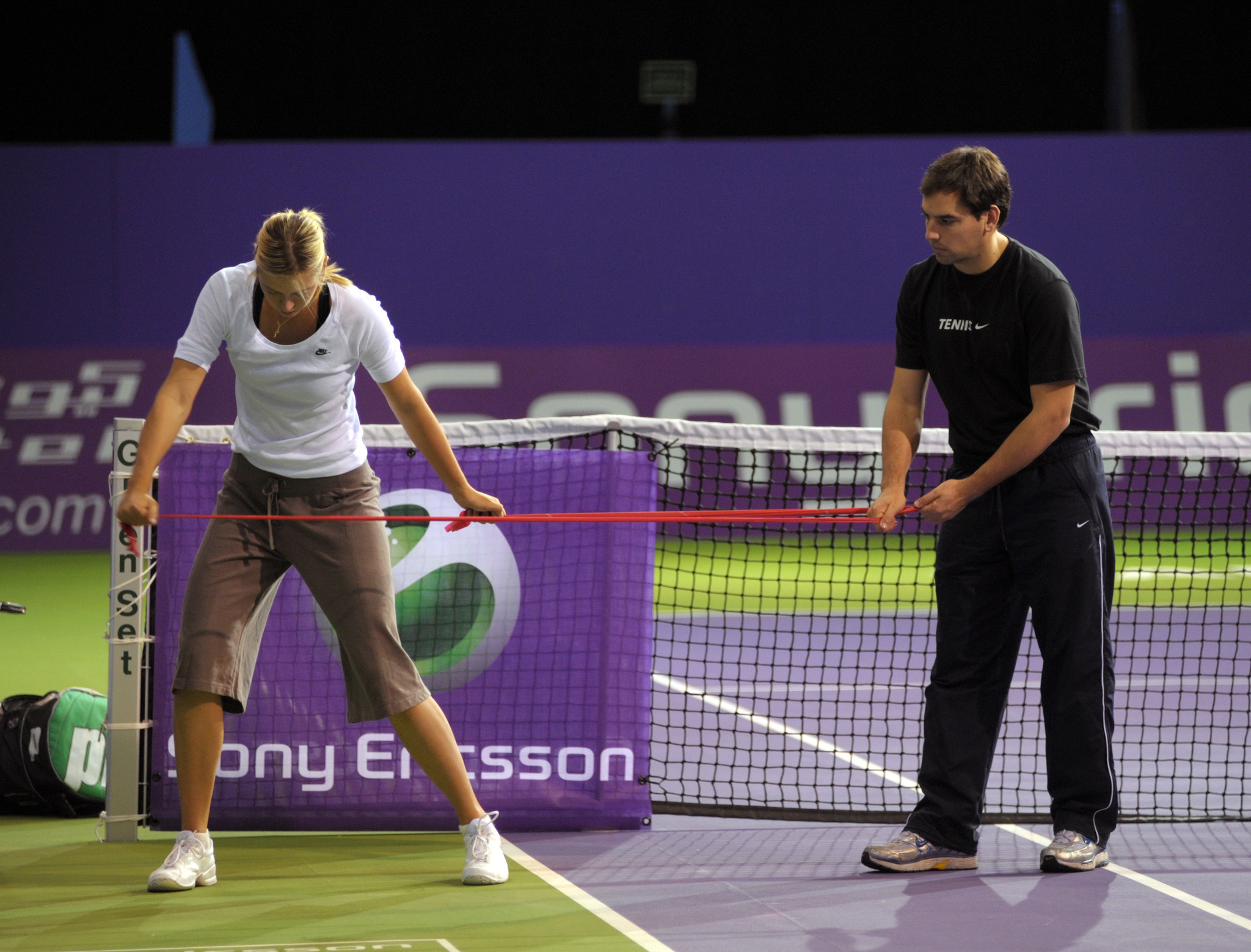 Reque works with tennis star Maria Sharapova on the ATP tour.