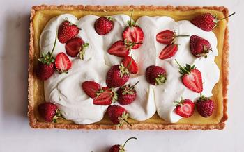 Lemon curd and strawberry tart