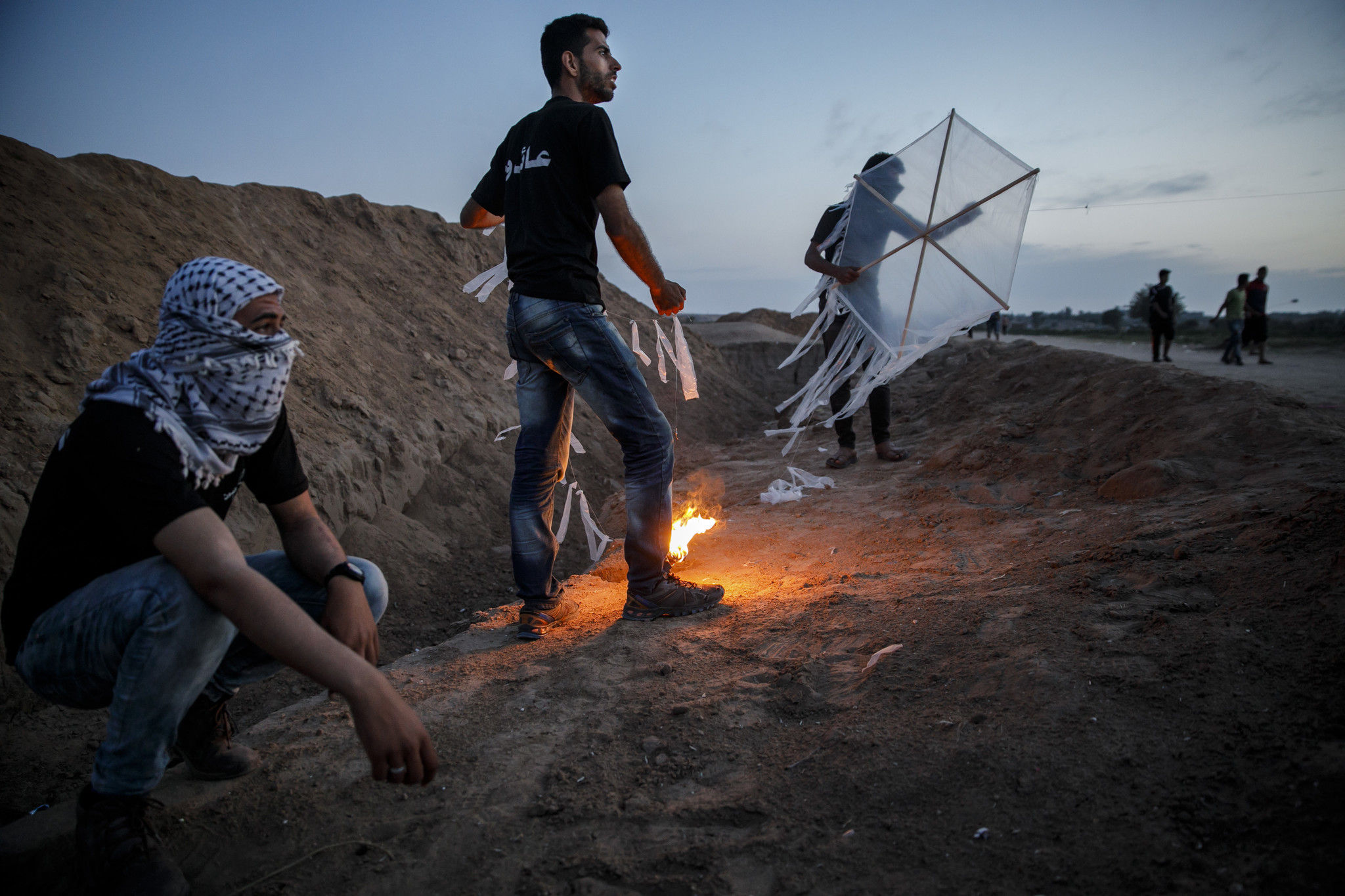 DEIR AL-BALA, GAZA STRIP — WEDNESDAY, MAY 9, 2018: Palestinians test out their kites that carry tor