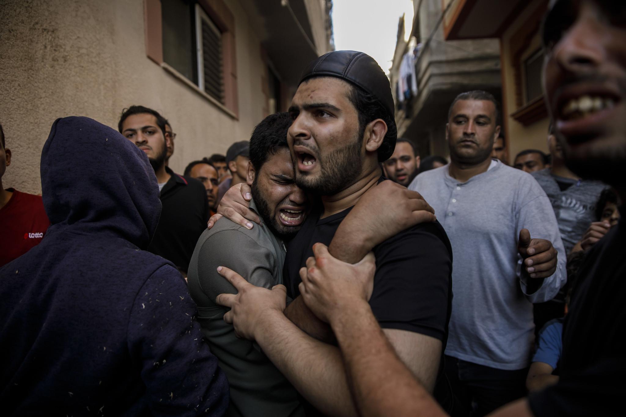 GAZA CITY, GAZA — MONDAY, MAY 14, 2018: Relatives of Taher Ahmed Madi, 25, mourn his death after hi