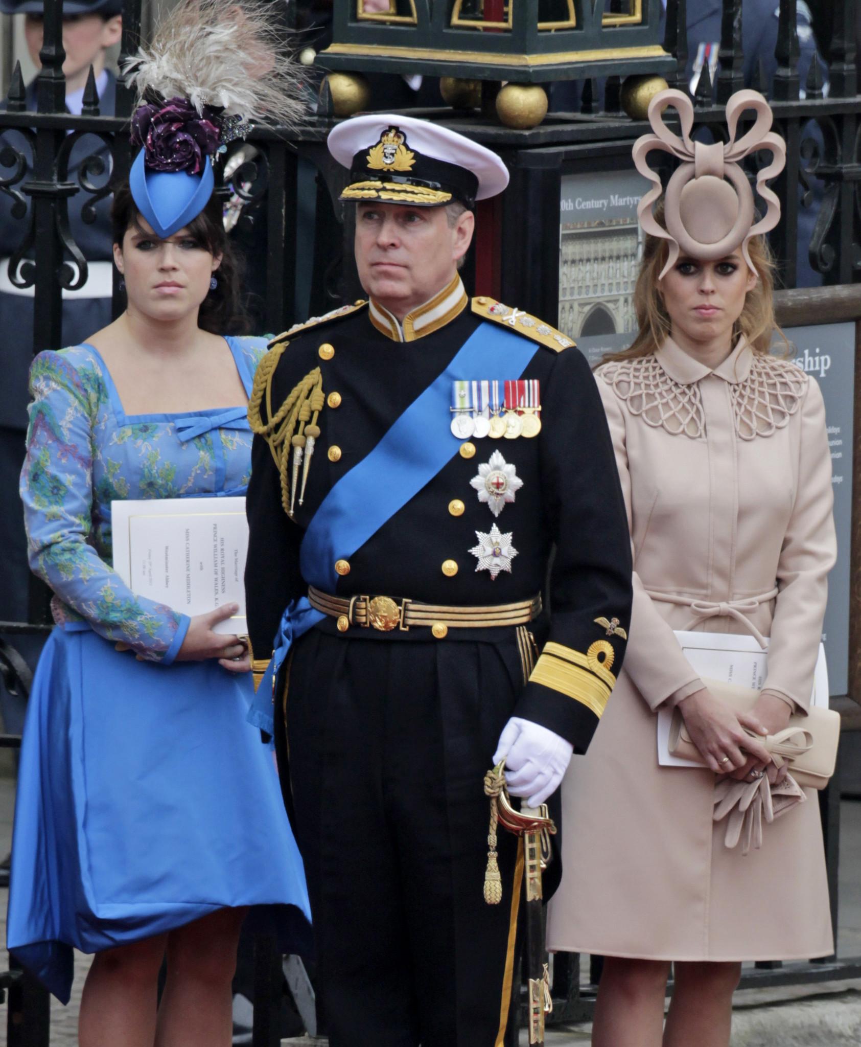 EN FOTOS  Sombreros de boda reales a través de los años - El Sentinel 9d0cedd9e21