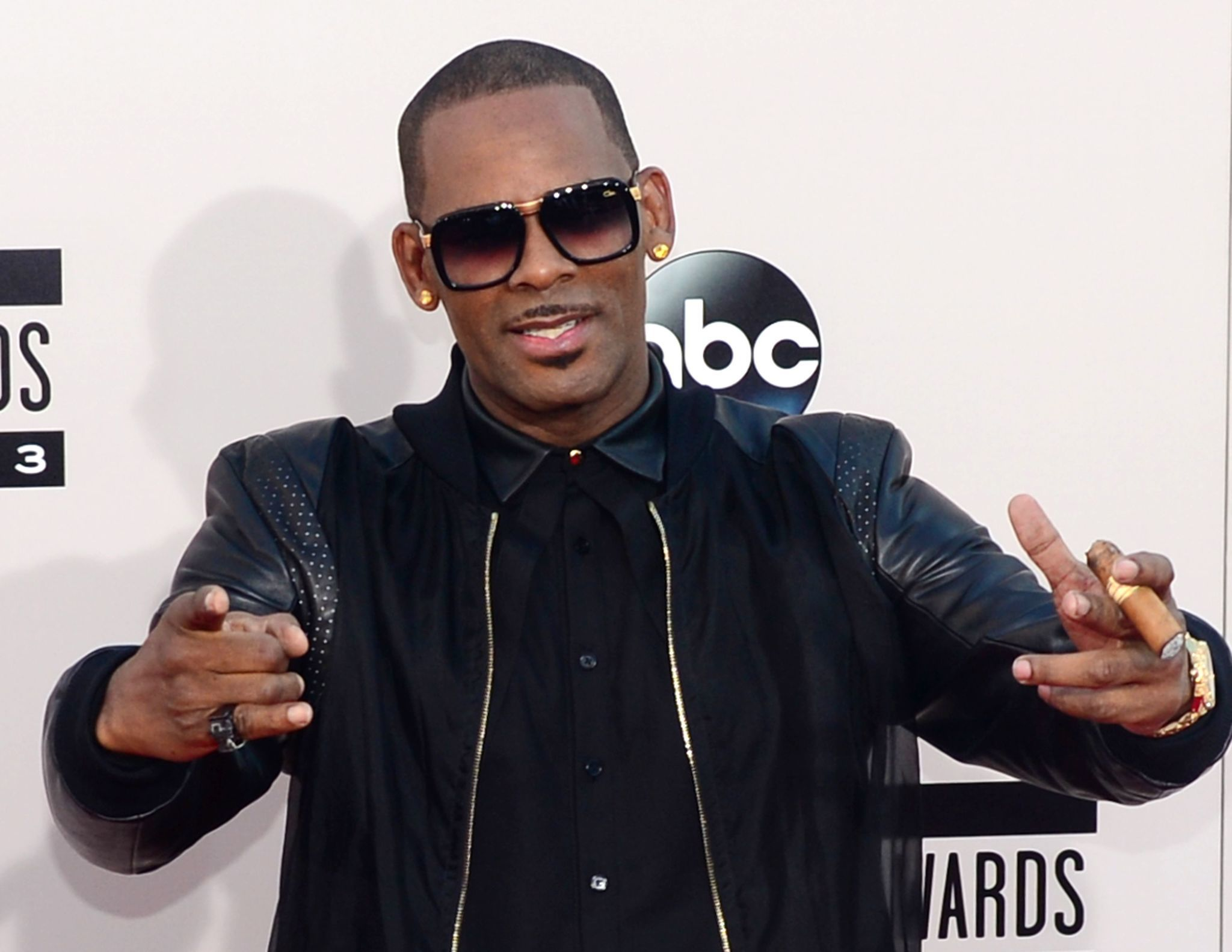R. Kelly accused of sexual assault and infecting woman with herpes - Chicago Tribune