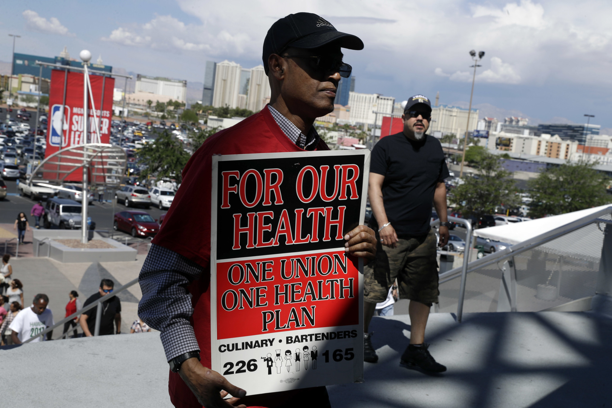 vegas casino workers approve strike that may hobble famed resorts chicago tribune. Black Bedroom Furniture Sets. Home Design Ideas