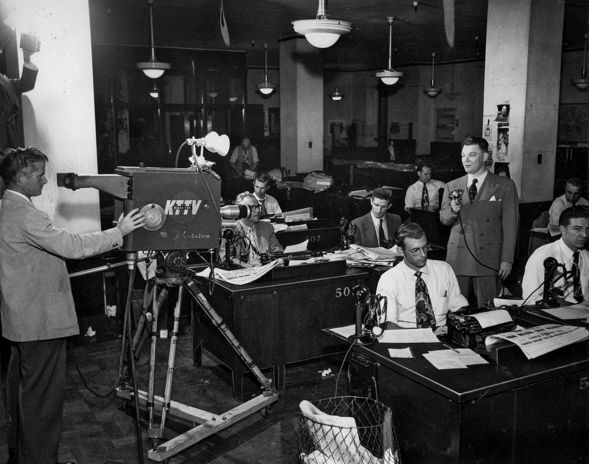 Nov. 7, 1950: In the Los Angeles Times City Room, reporter Bob Hartmann comments on the election res