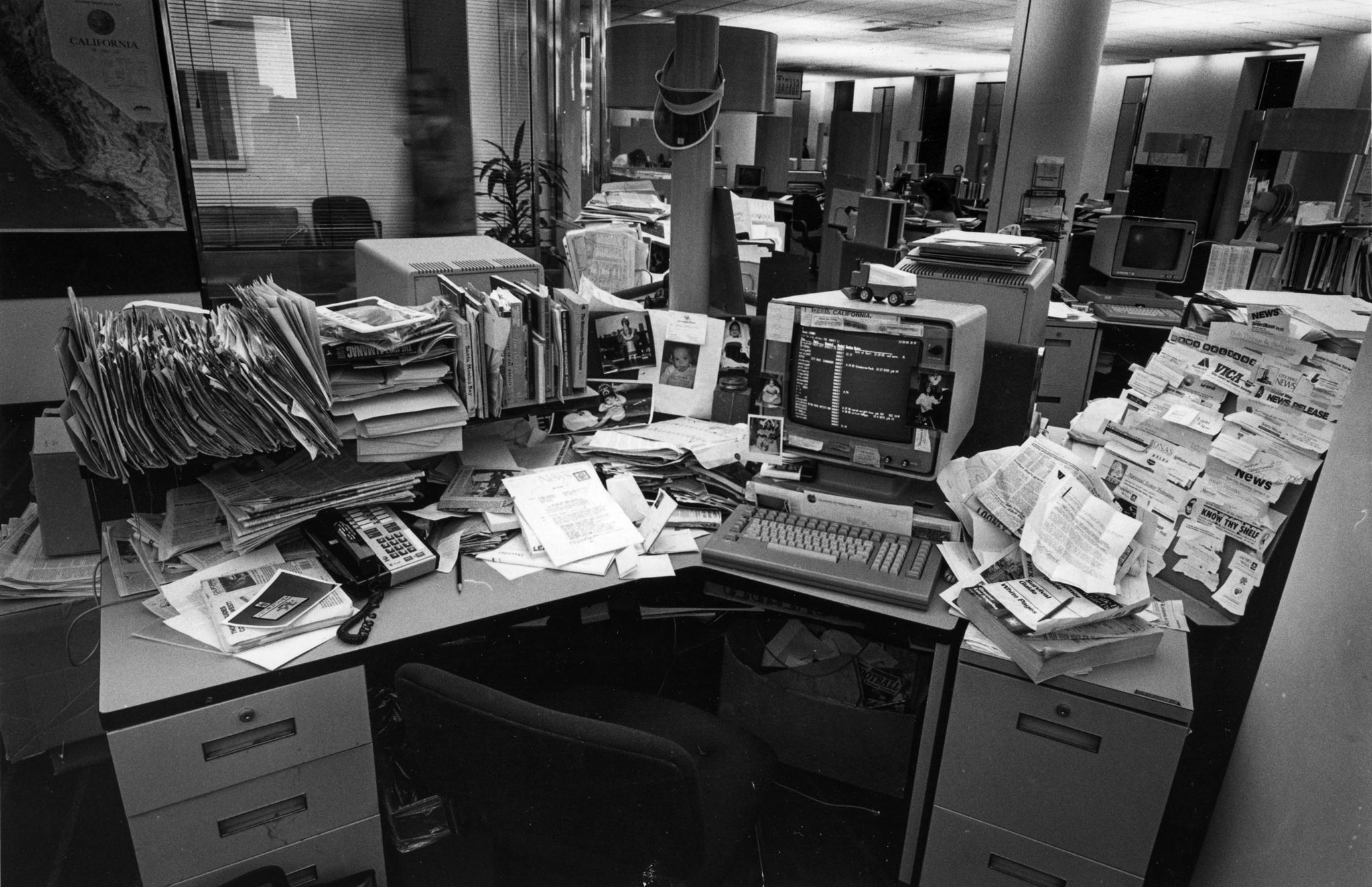 Dec. 28, 1988: Desk of Los Angeles Times columnist Steve Harvey. This photo appeared in the Dec. 29,