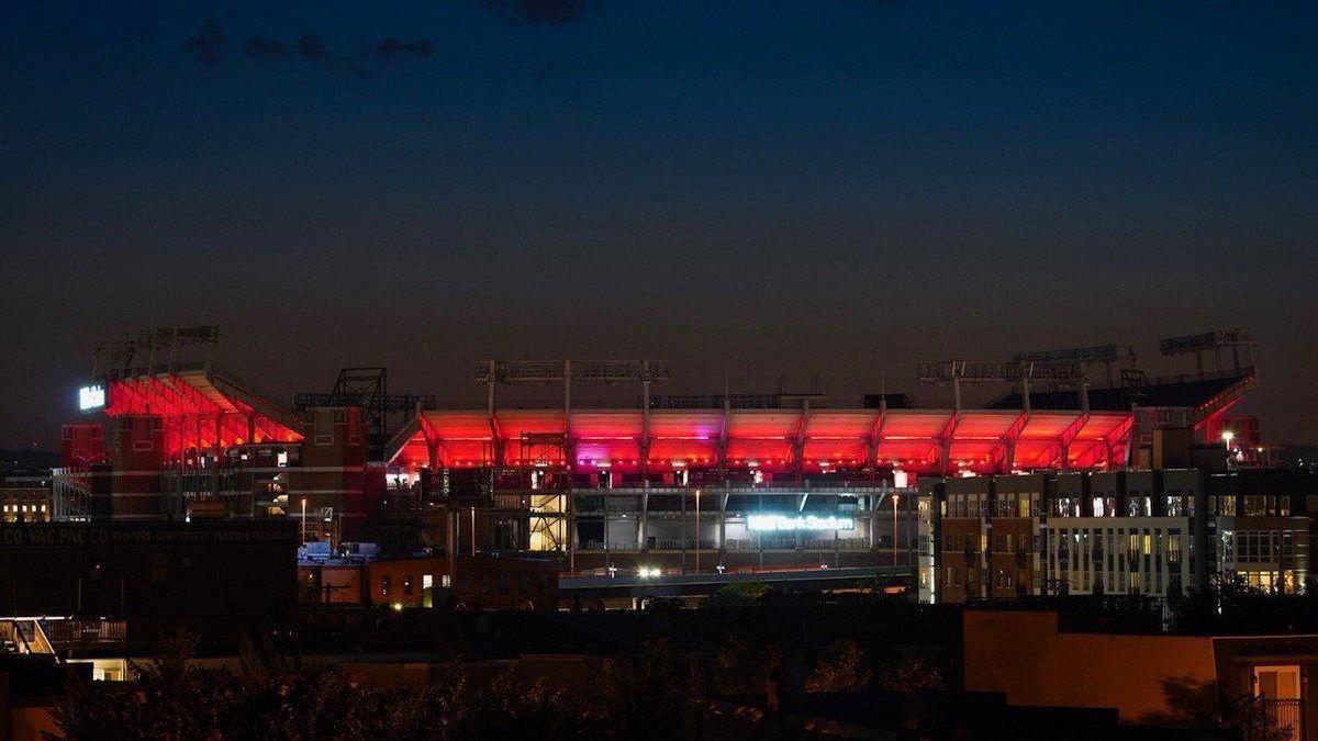 Bs-sp-ravens-mt-bank-stadium-capitals-stanley-cup-20180604
