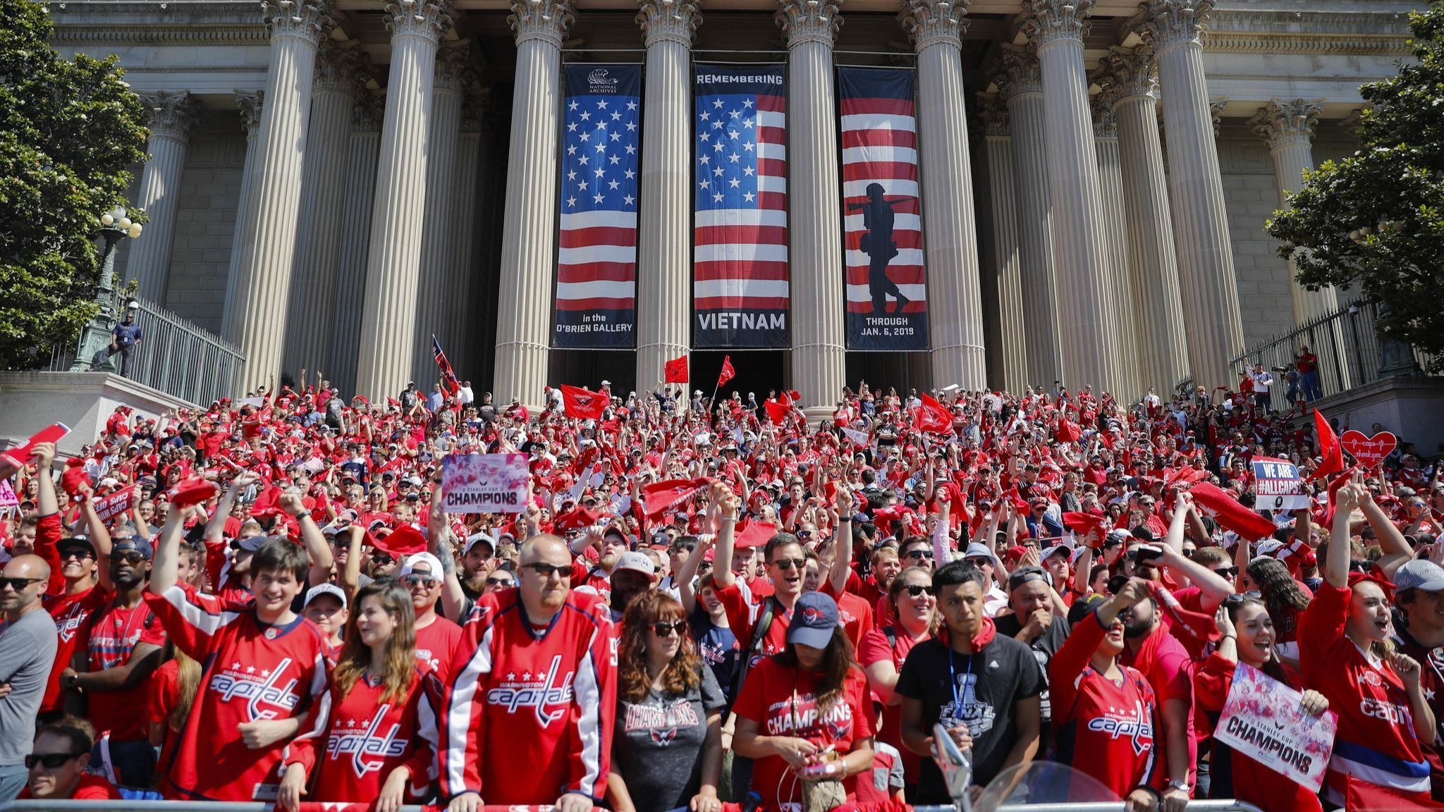 Tens of thousands of fans come out for Capitals' Stanley ...