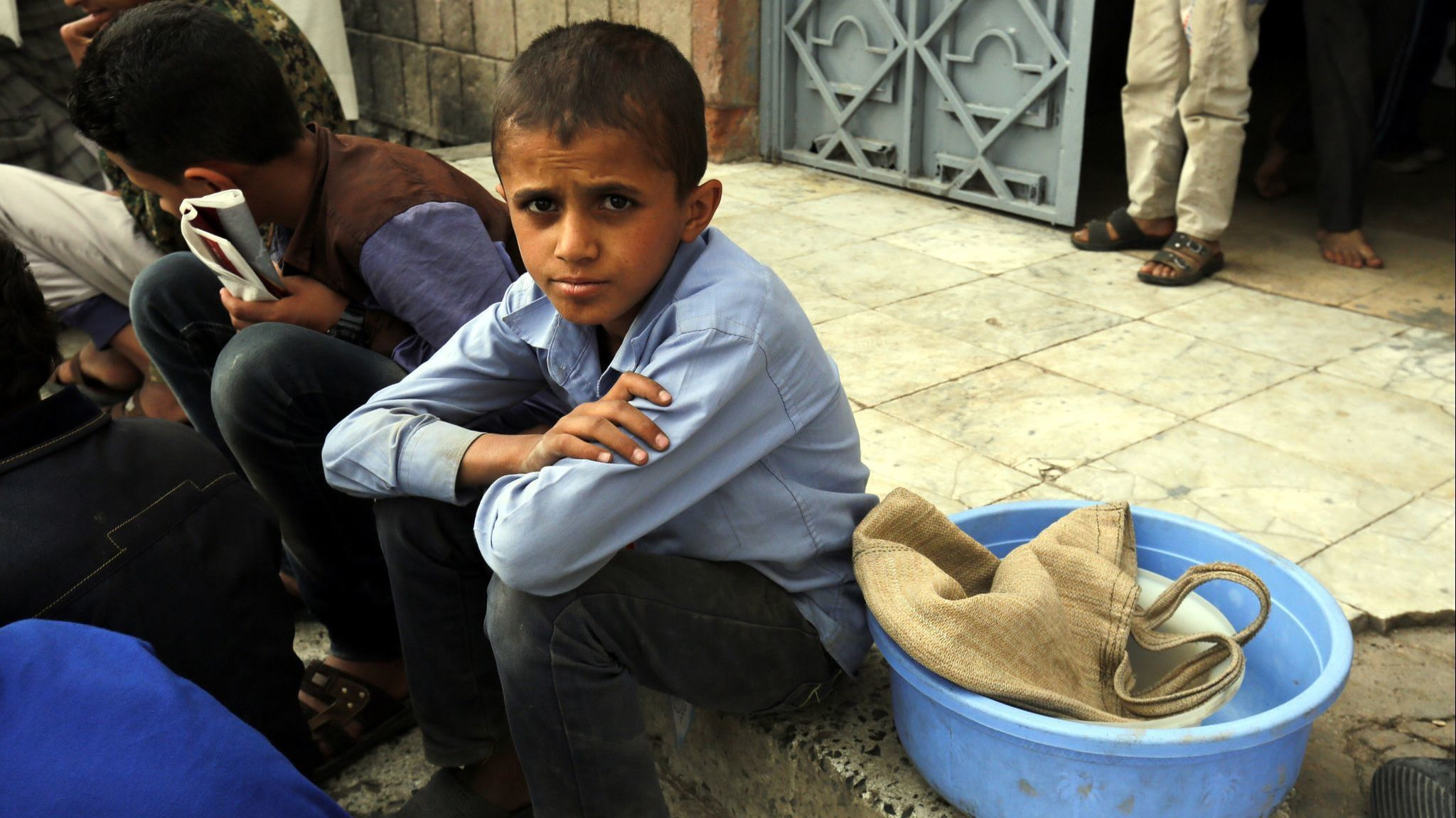 Yemen conflict leads to a humanitarian crisis