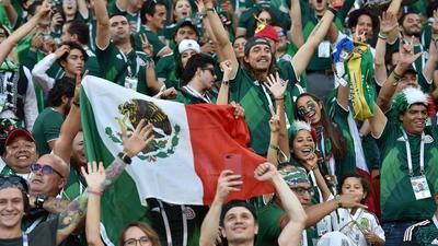 Mexicanos cambian el '¡eeeh, p...!' por canción de Luis Miguel (Video)