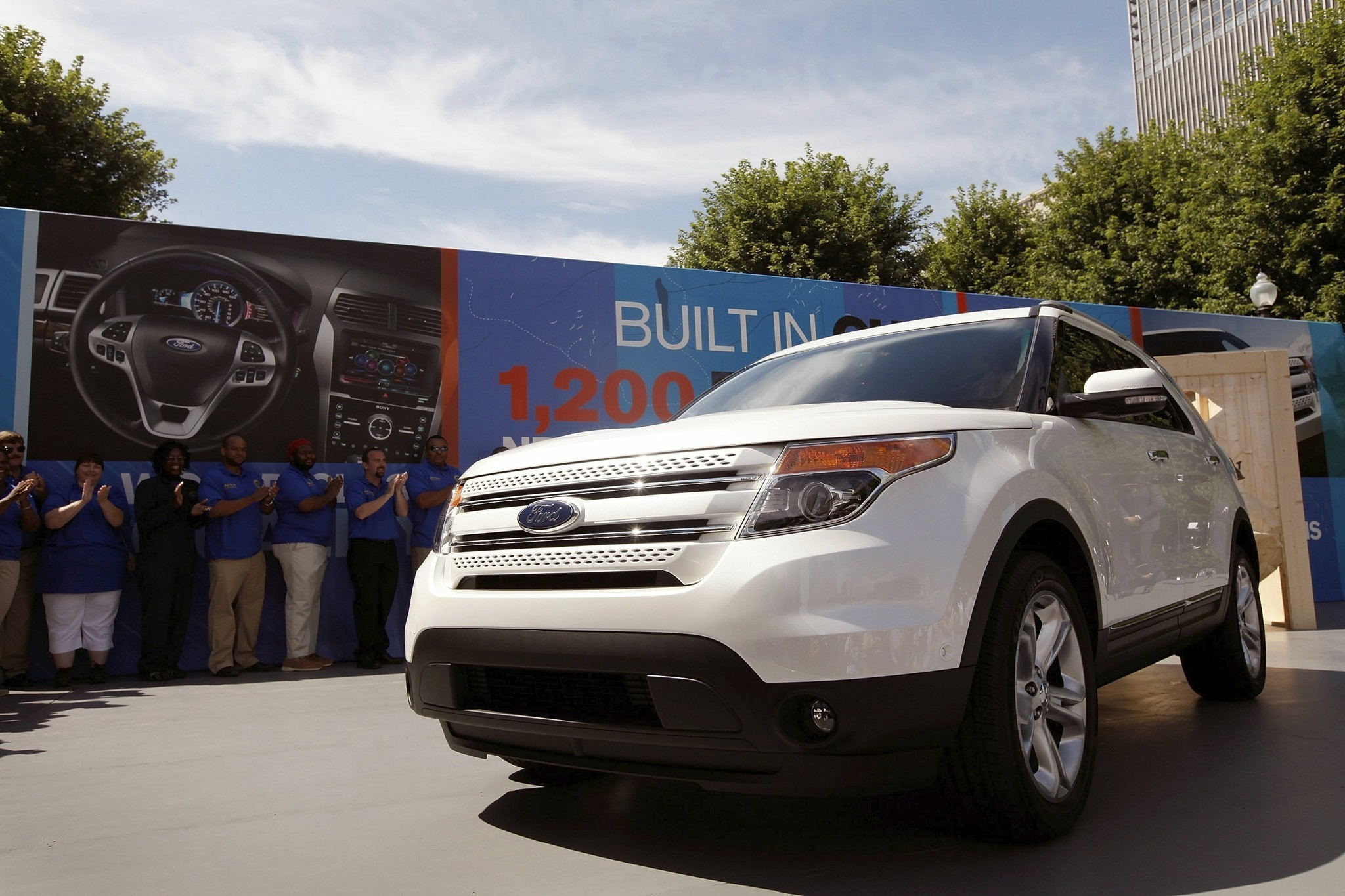 Ford Explorer should be recalled for exhaust fumes, safety group says -  Chicago Tribune