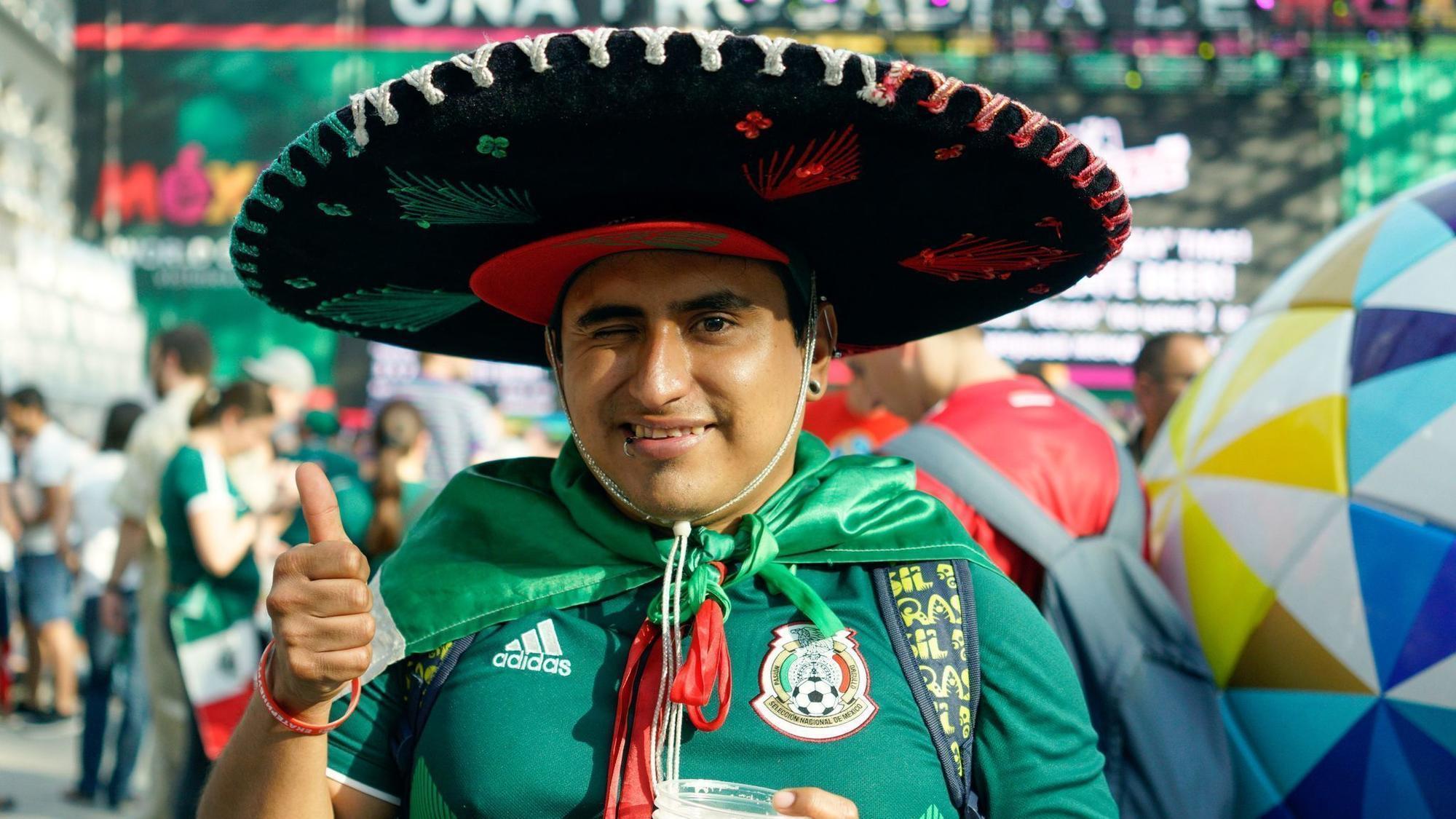 Aficionados mexicanos dejan sombreros de mariachi en Moscú - Hoy Chicago 6c2aa9c1476