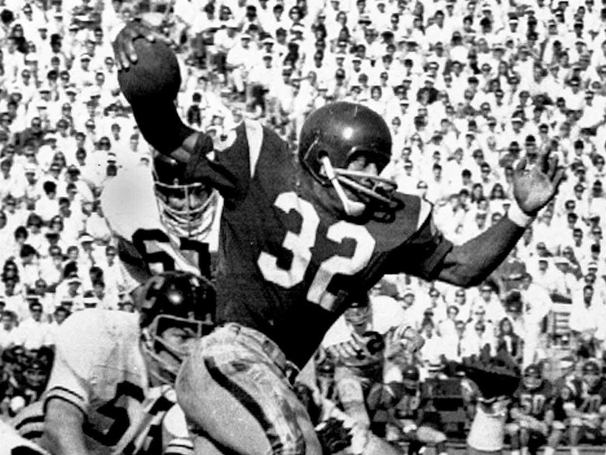 USC's O.J. Simpson breaks a tackle on his way to a 5-yard run against California on Nov. 9, 1968 at the Los Angeles Memorial Coliseum