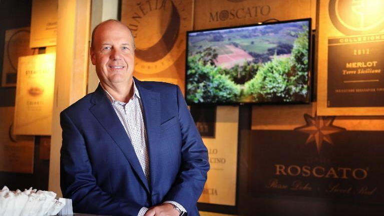 darden restaurants ceo gene lee doubles compensation to 157 million as stock soars orlando sentinel - Olive Garden Salary