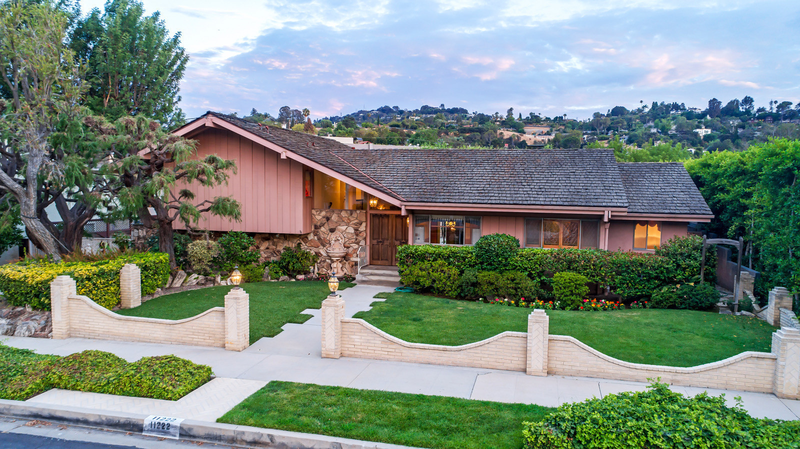 HGTV outbid Lance Bass for 'Brady Bunch' house, and the 'N ...