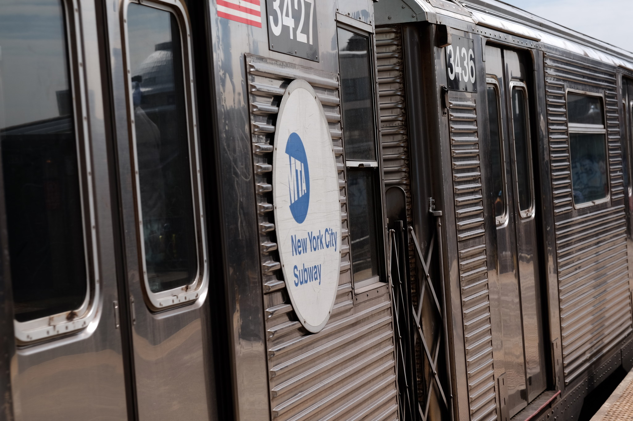 Teen shot in the chest on subway train in Queens