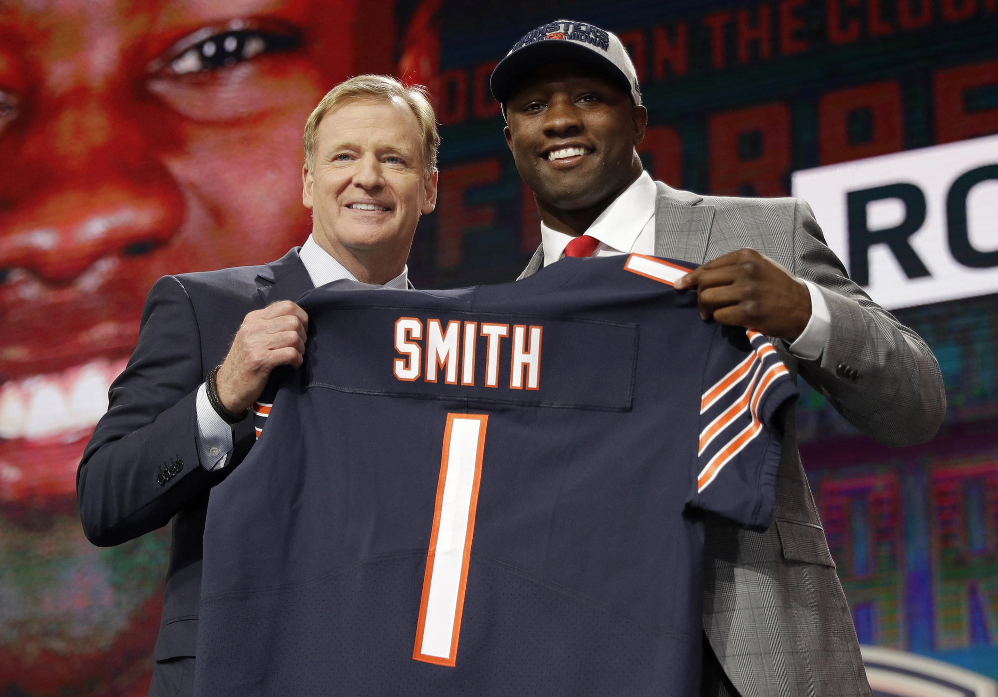 f84f2c195d9a Note to Roquan Smith  You don t have to hold out to be a Bears first-round  bust